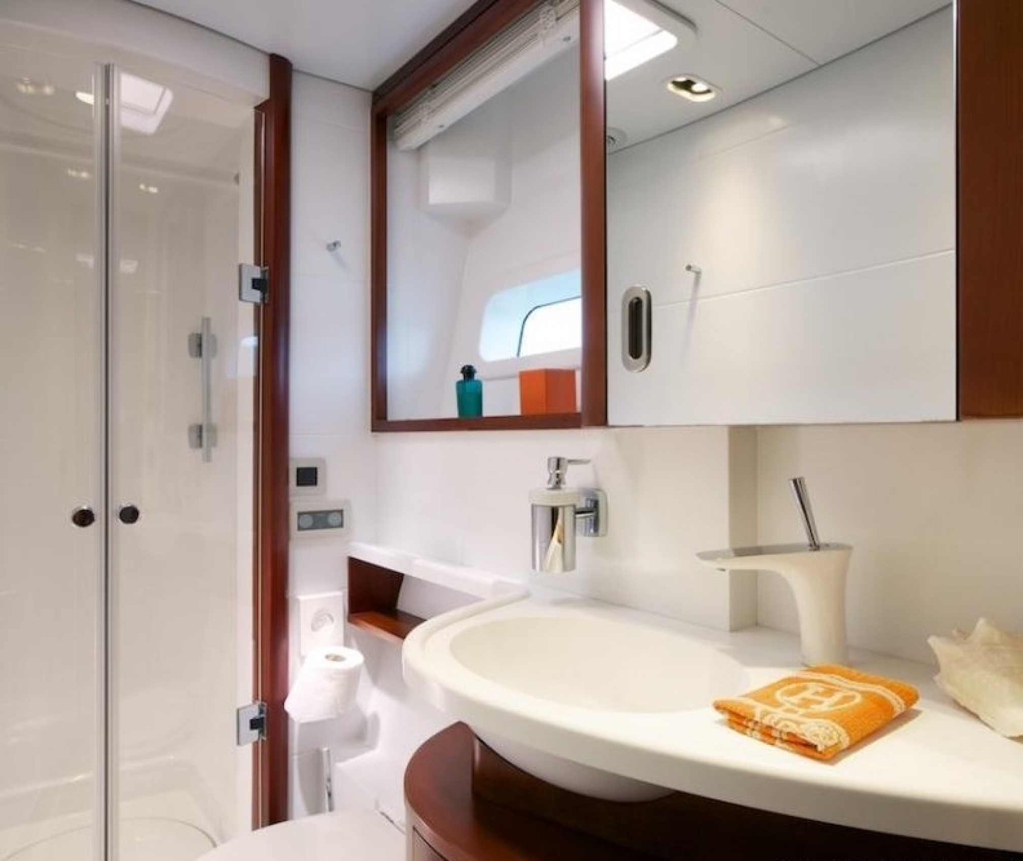 MAITA'I Luxury Catamaran WC