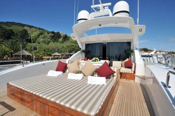 Hire yacht Mangusta 92 in Rome sundeck