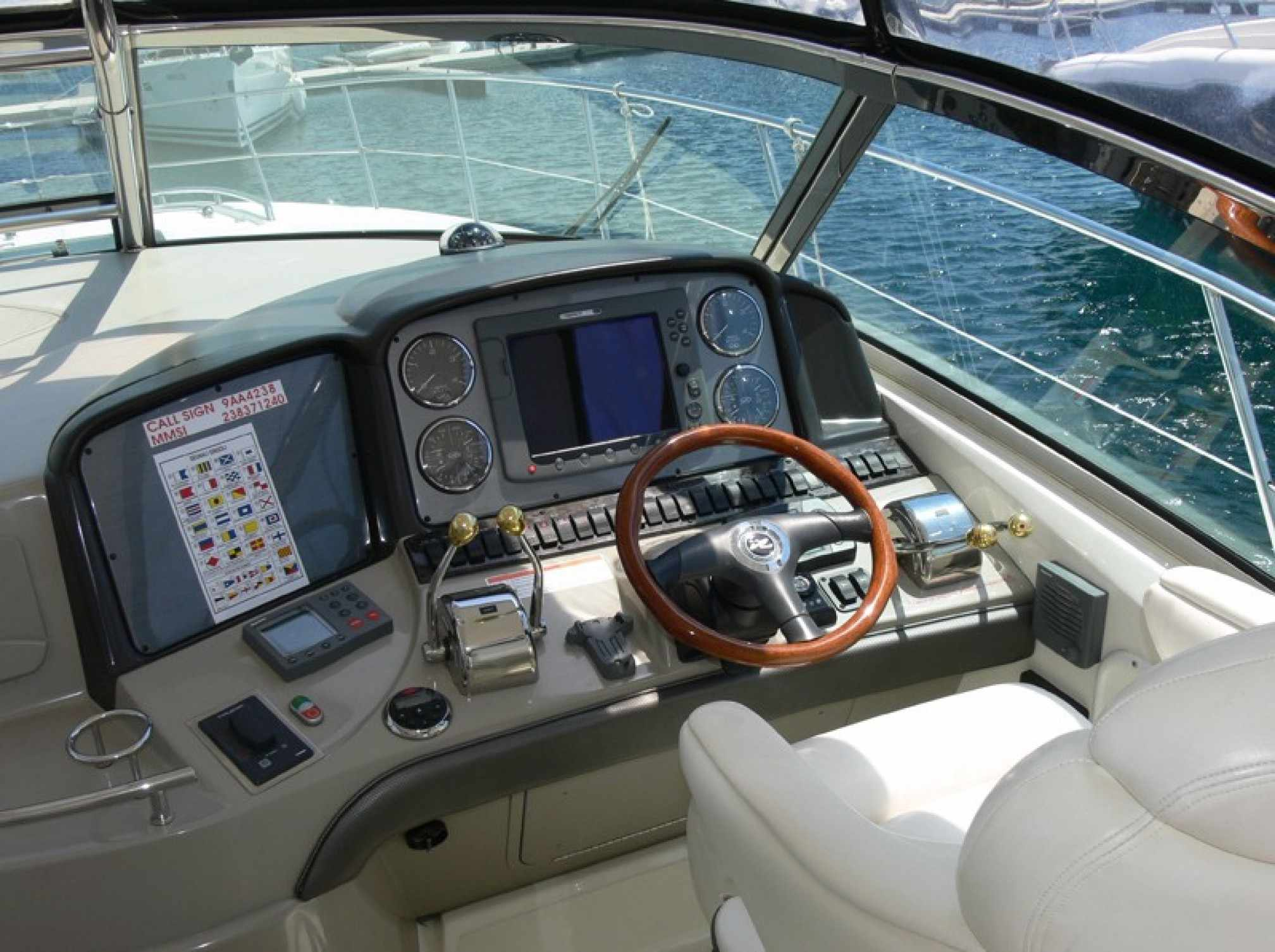 Sea Ray 455 motorboat charter cockpit