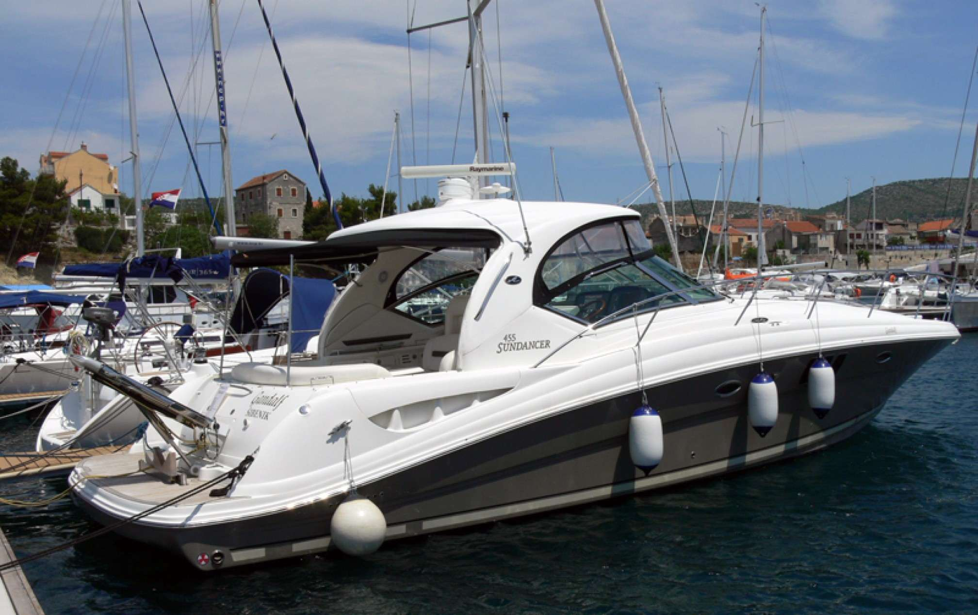 Sea Ray 455 motorboat charter mooring