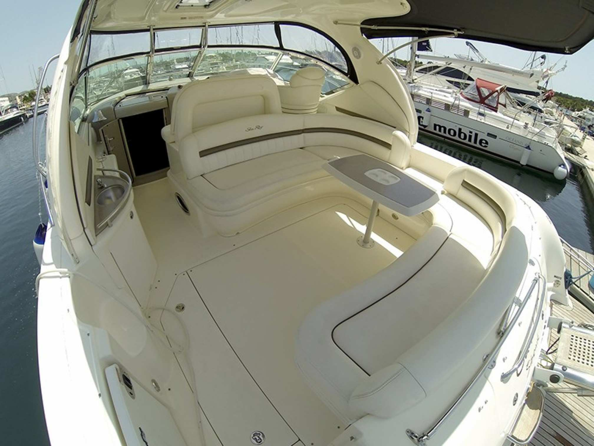 Sea Ray 455 motorboat charter outdoors salon