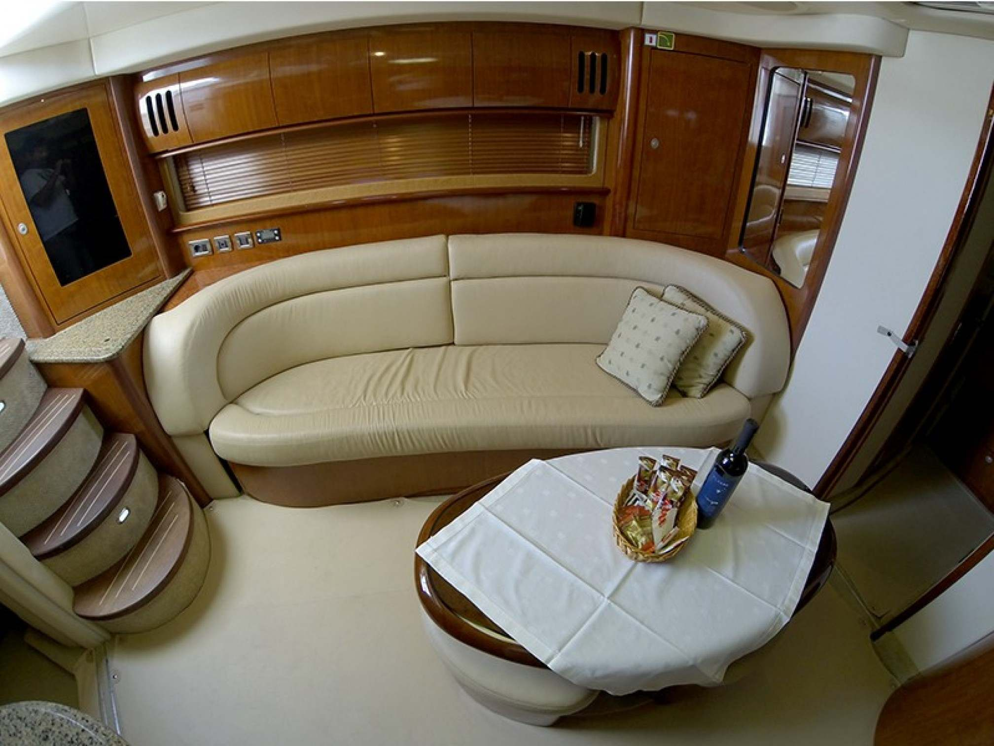 Sea Ray 455 motorboat charter salon