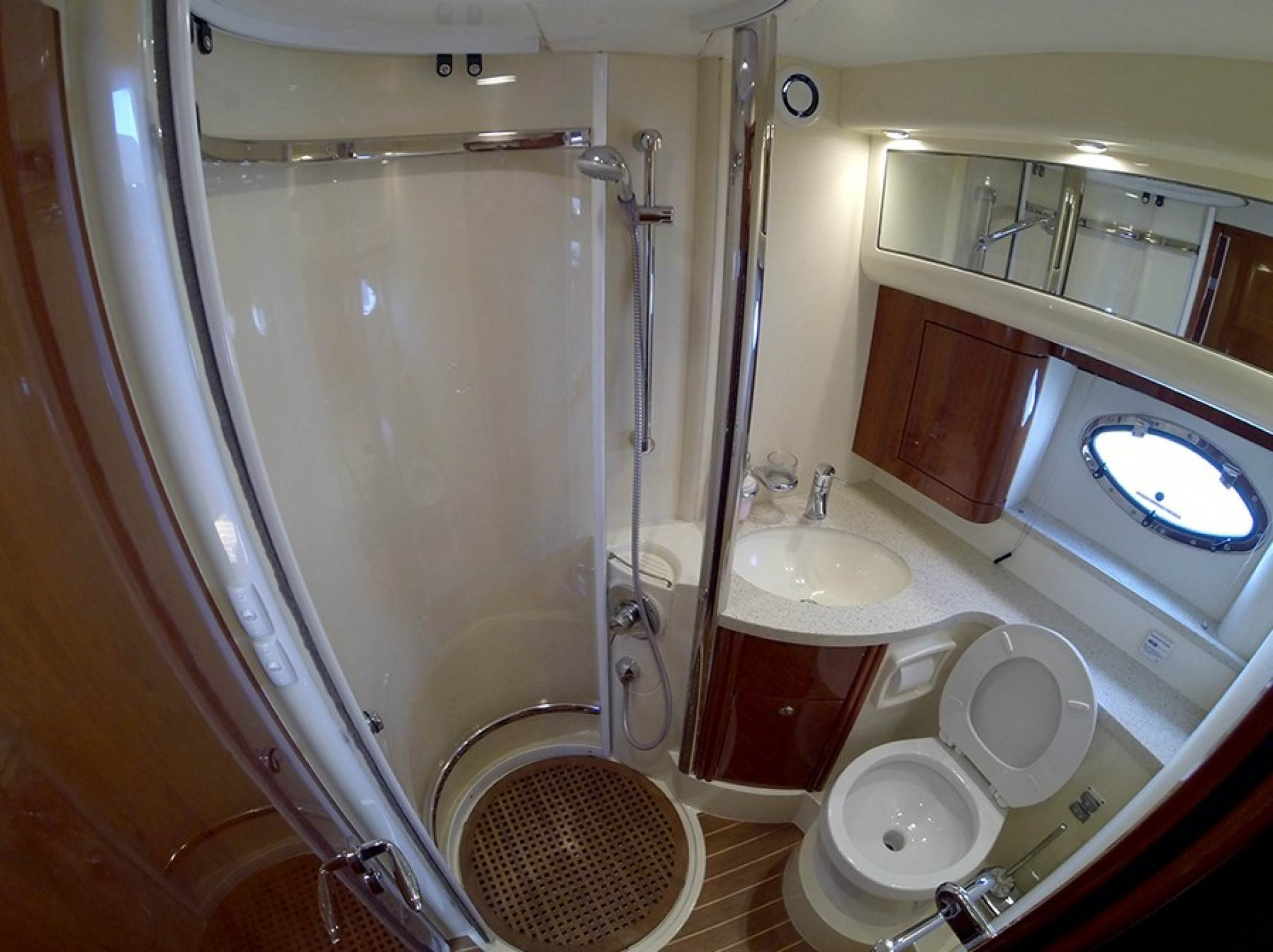 Phantom 40 motorboat charter bath