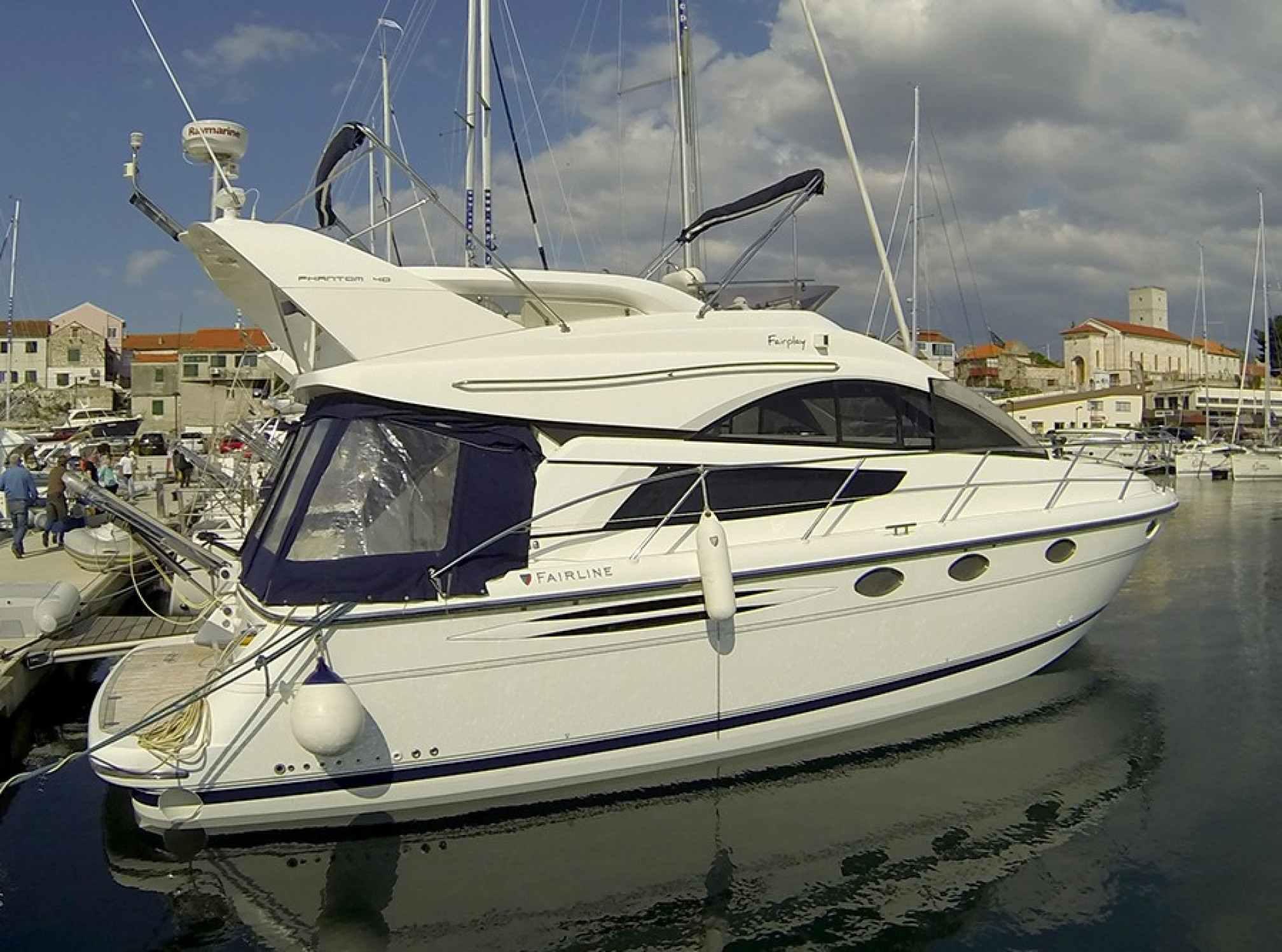 Phantom 40 motorboat charter mooring