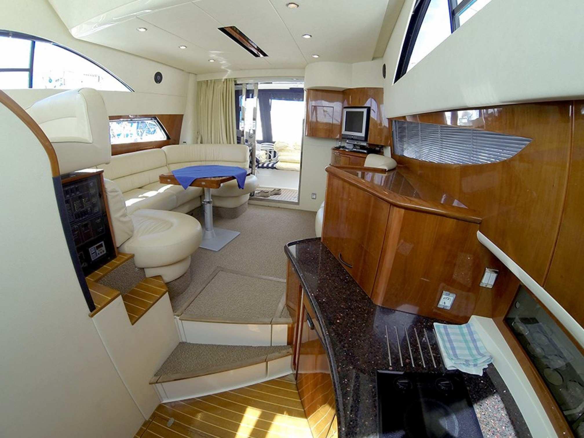 Phantom 40 motorboat charter salon