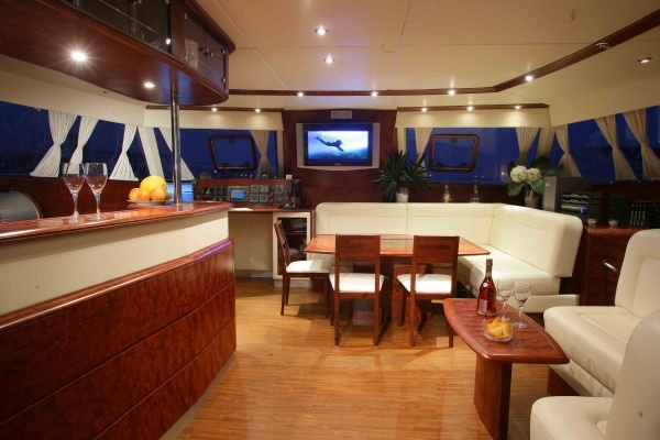 BREITLING Sunreef 62 - Catamaran charter with crew