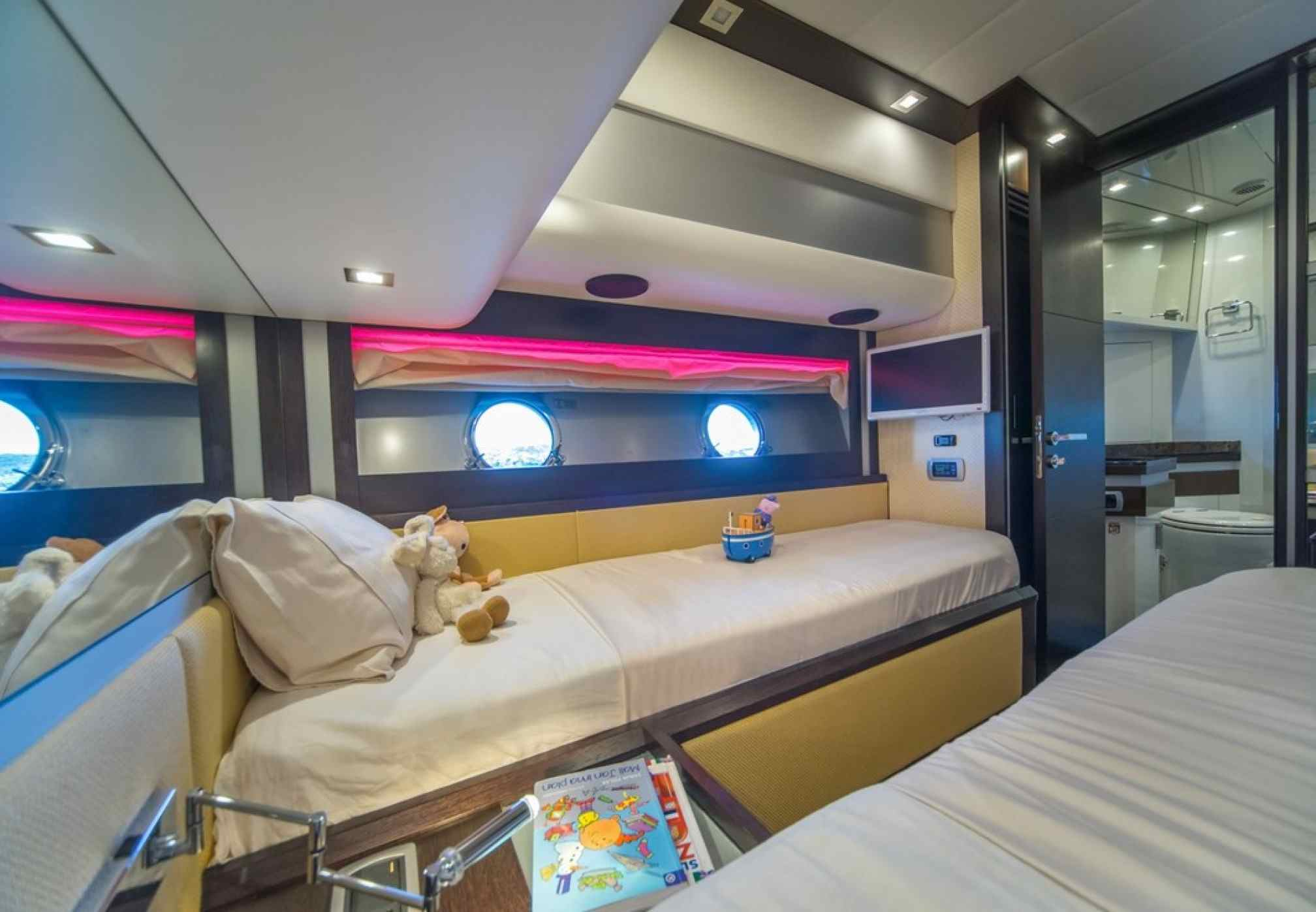 Discovery Luxury Yacht Cabin