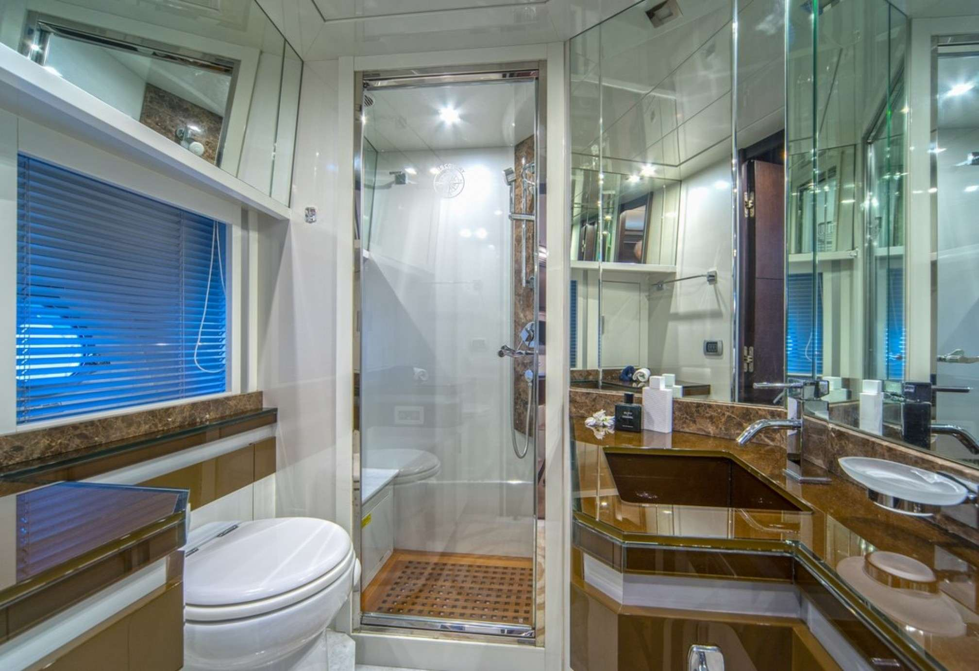 Discovery Luxury Yacht WC