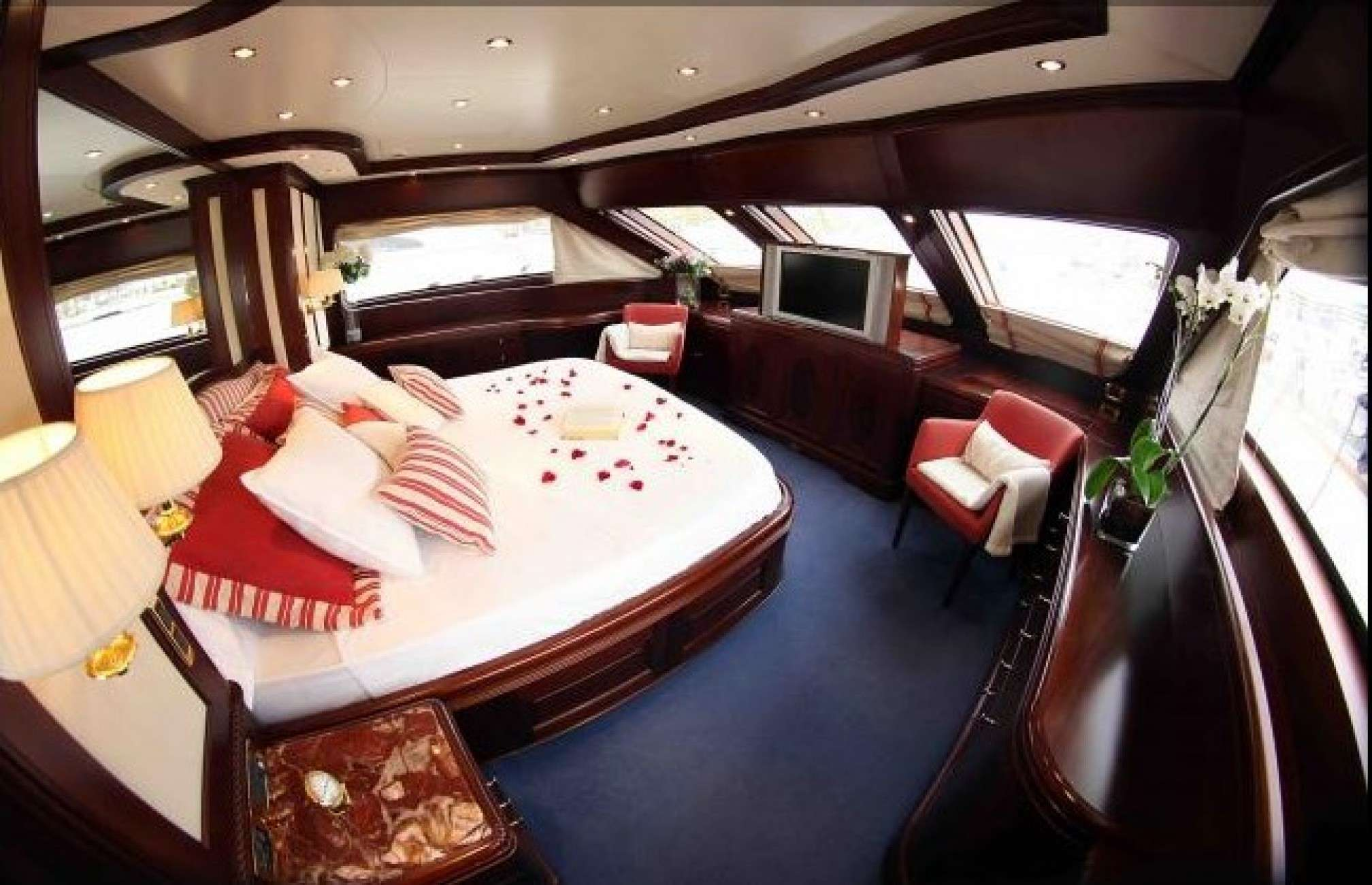 Anypa de luxe yacht cabin