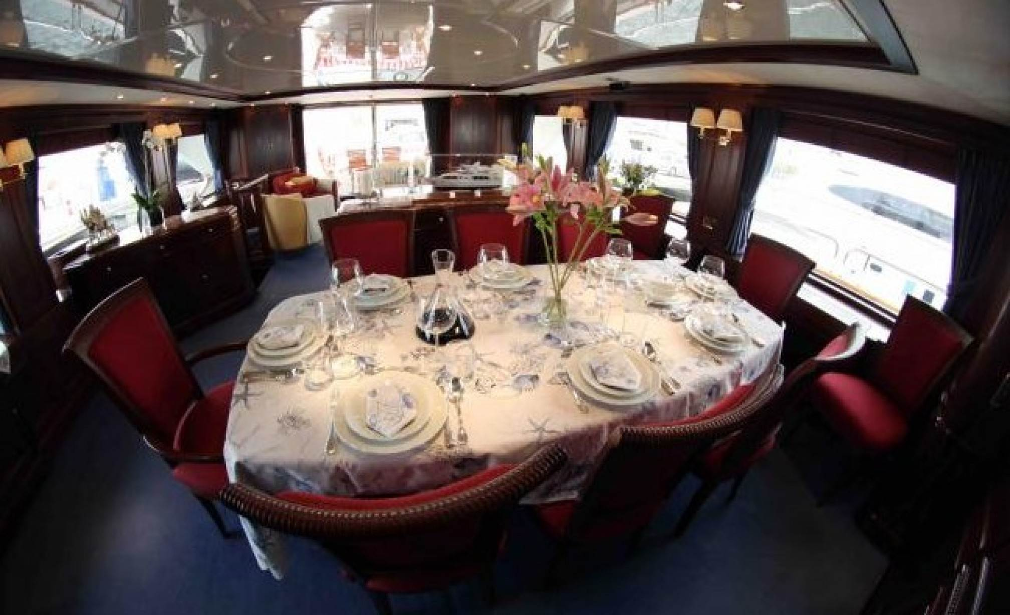 Anypa de luxe yacht dinning