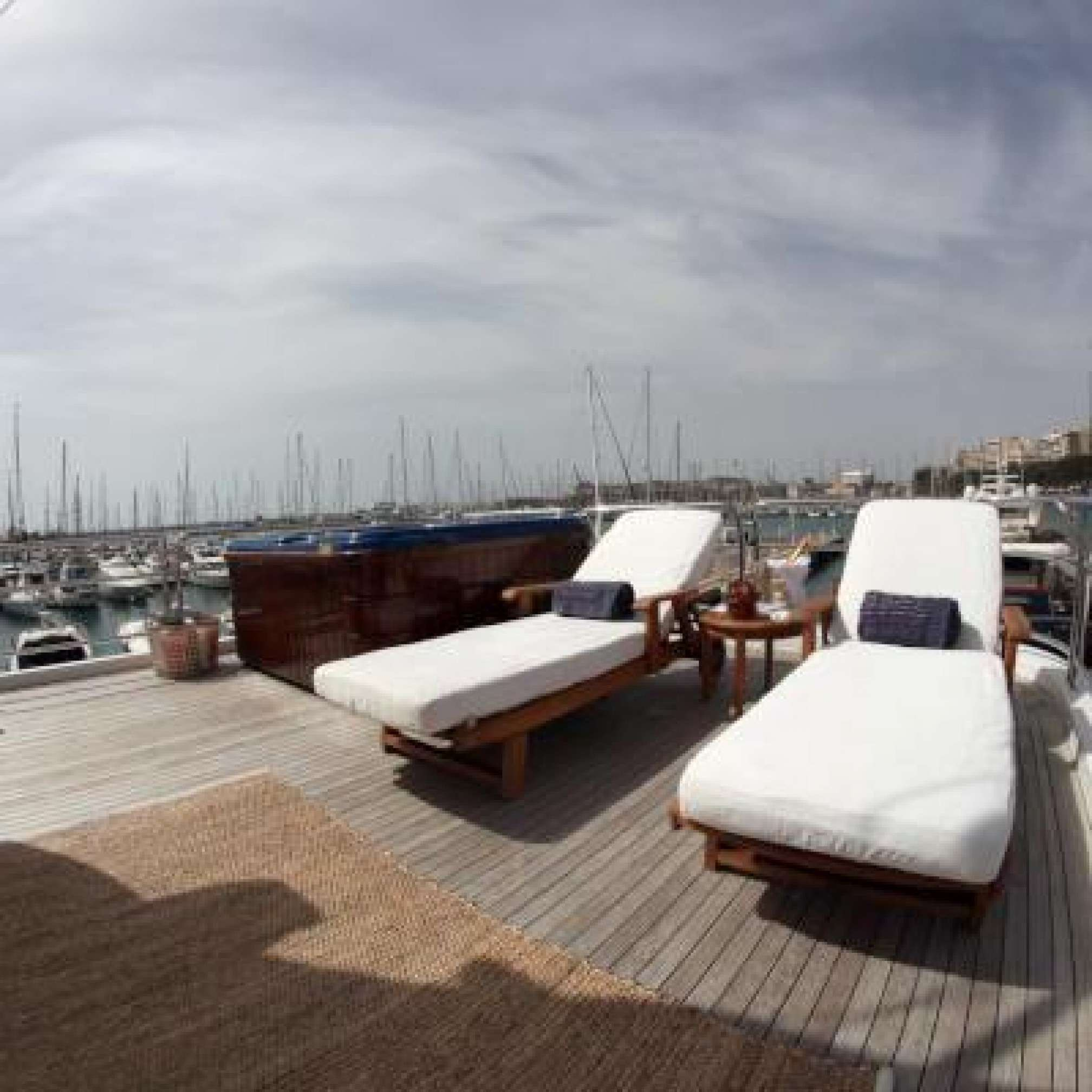 Anypa de luxe yacht sundeck