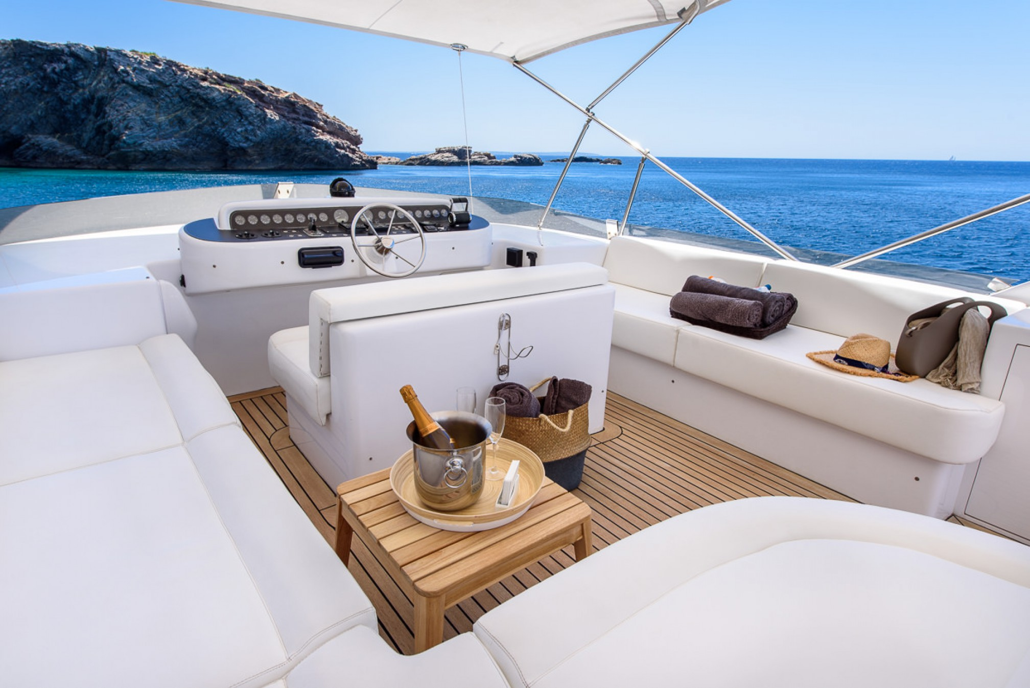 Rental yacht SEAWIDE outdoors