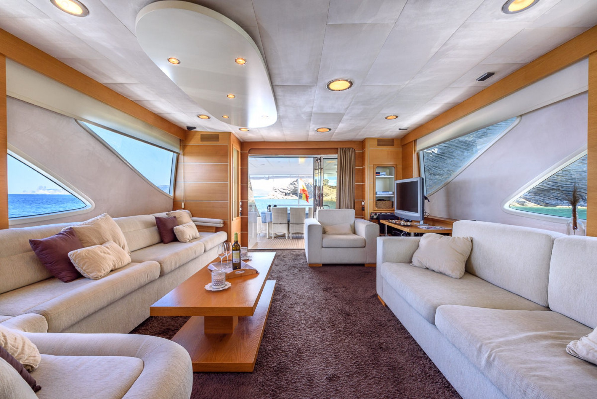 Rental yacht SEAWIDE salon