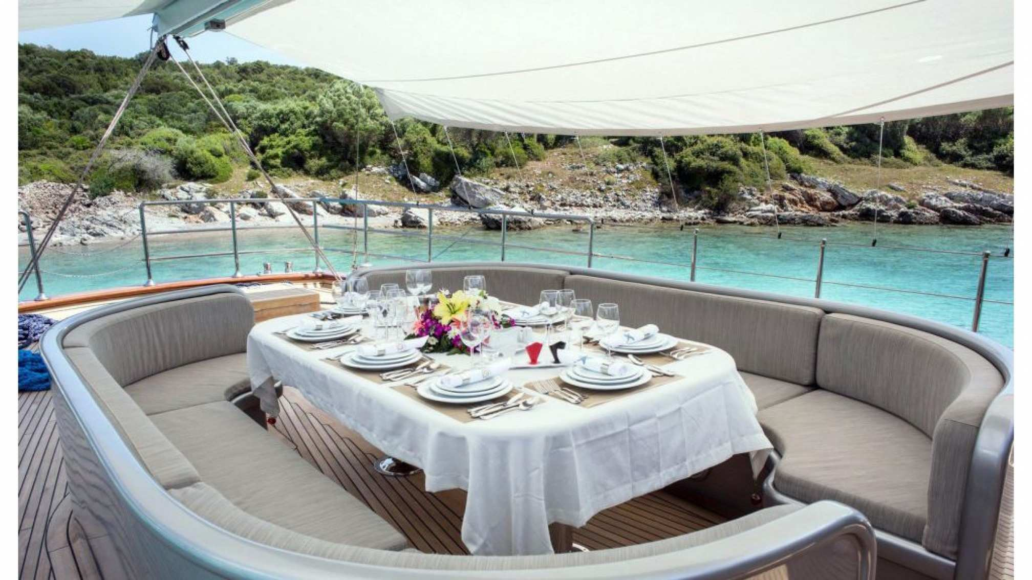 Le Pietre gulet charter, outdoor dining
