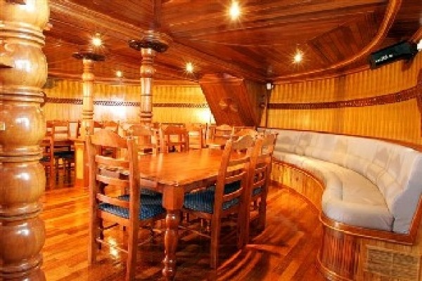 BLUE LAGOON - Yacht charter with crew