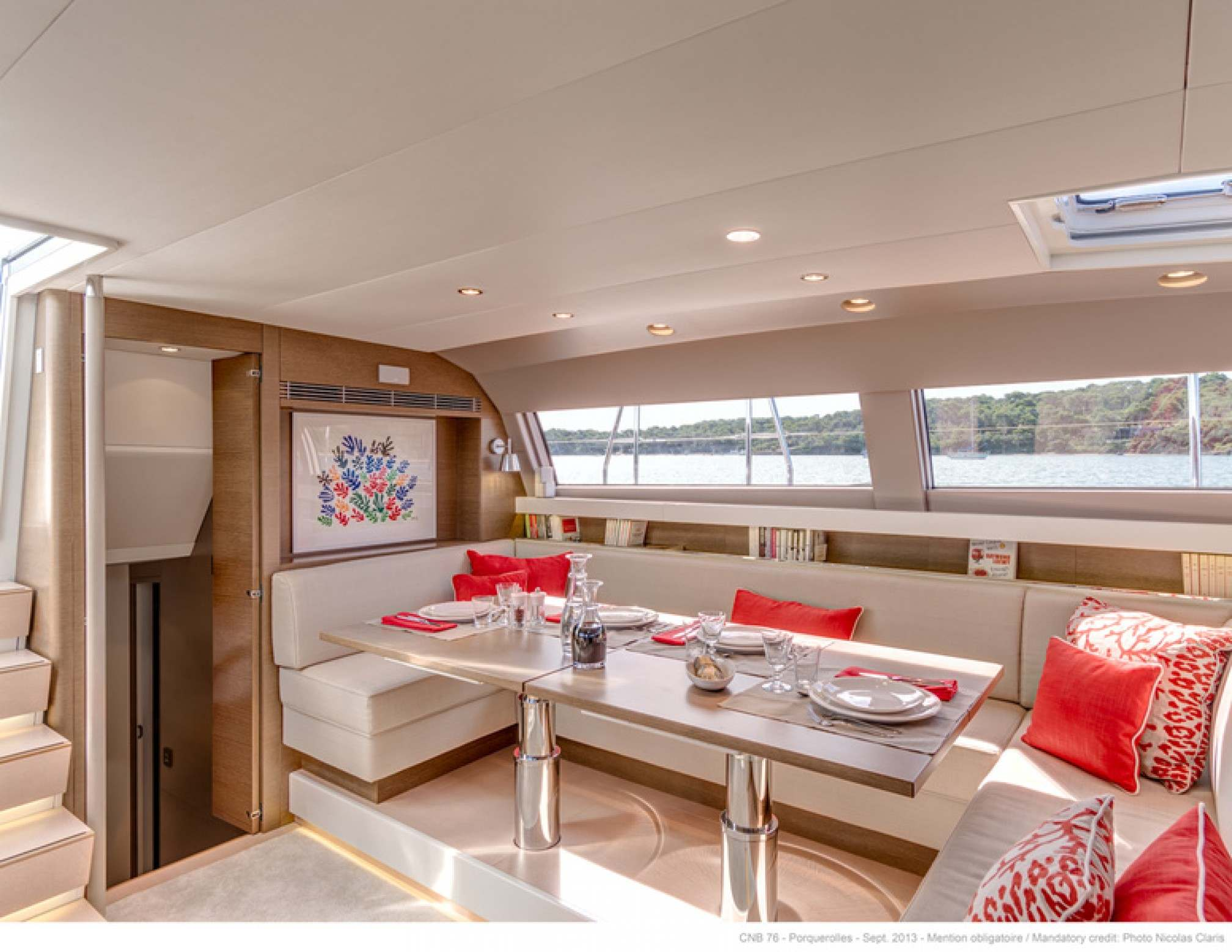 Leo Luxury Sailboat Saloon