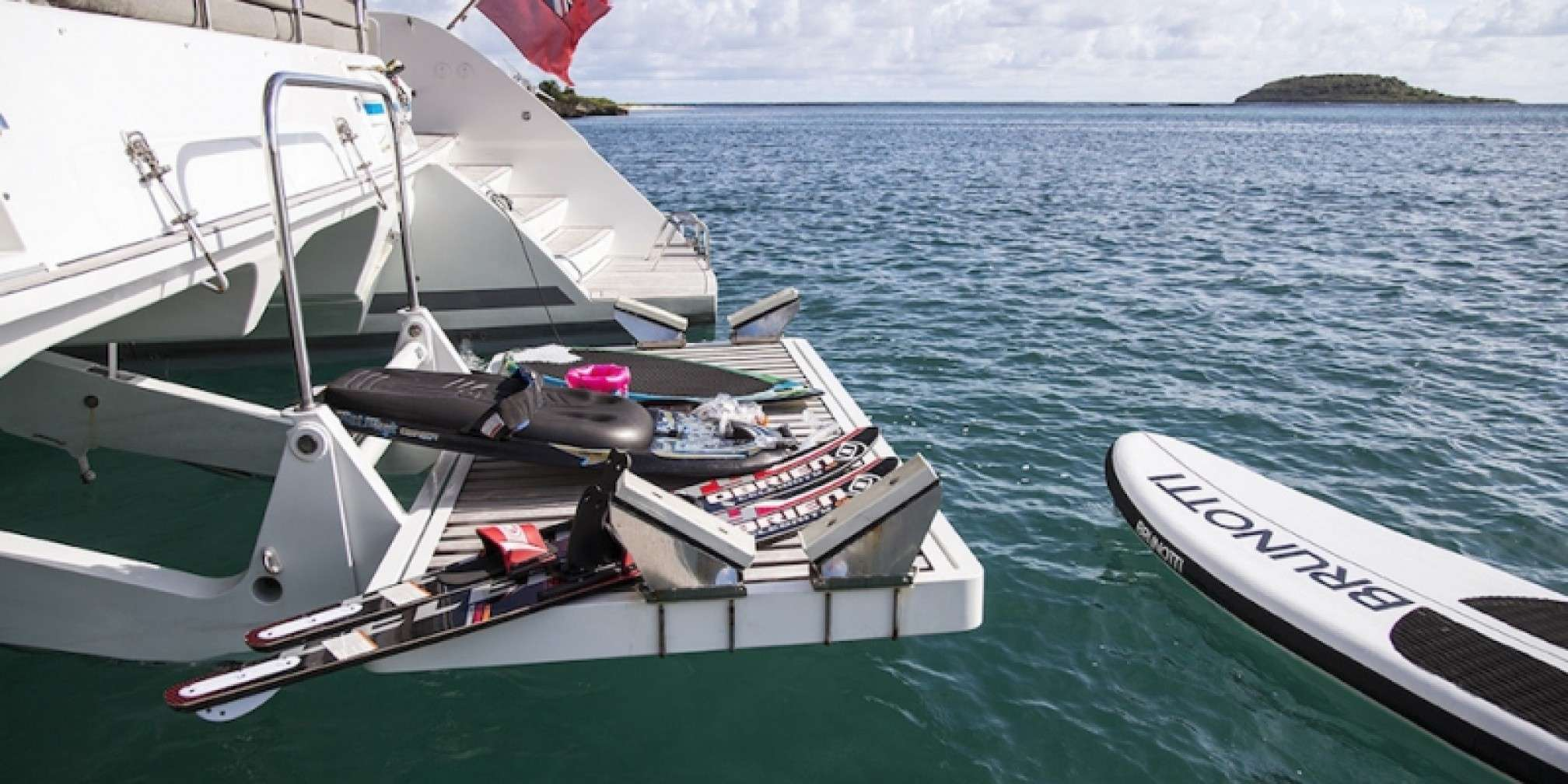 Vacoa Luxury Catamaran Water Toys
