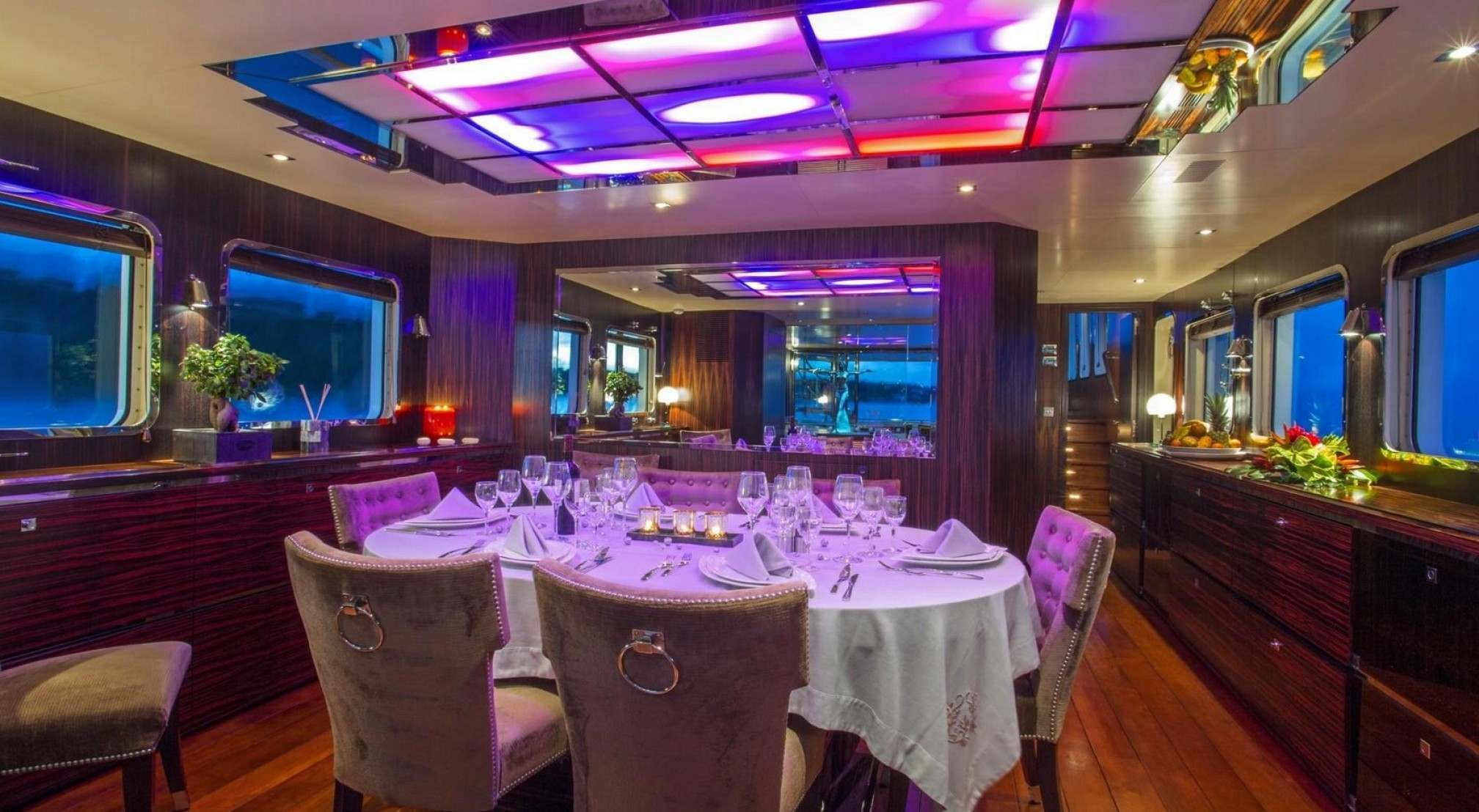 Paolyre Luxury Yacht Dinning room