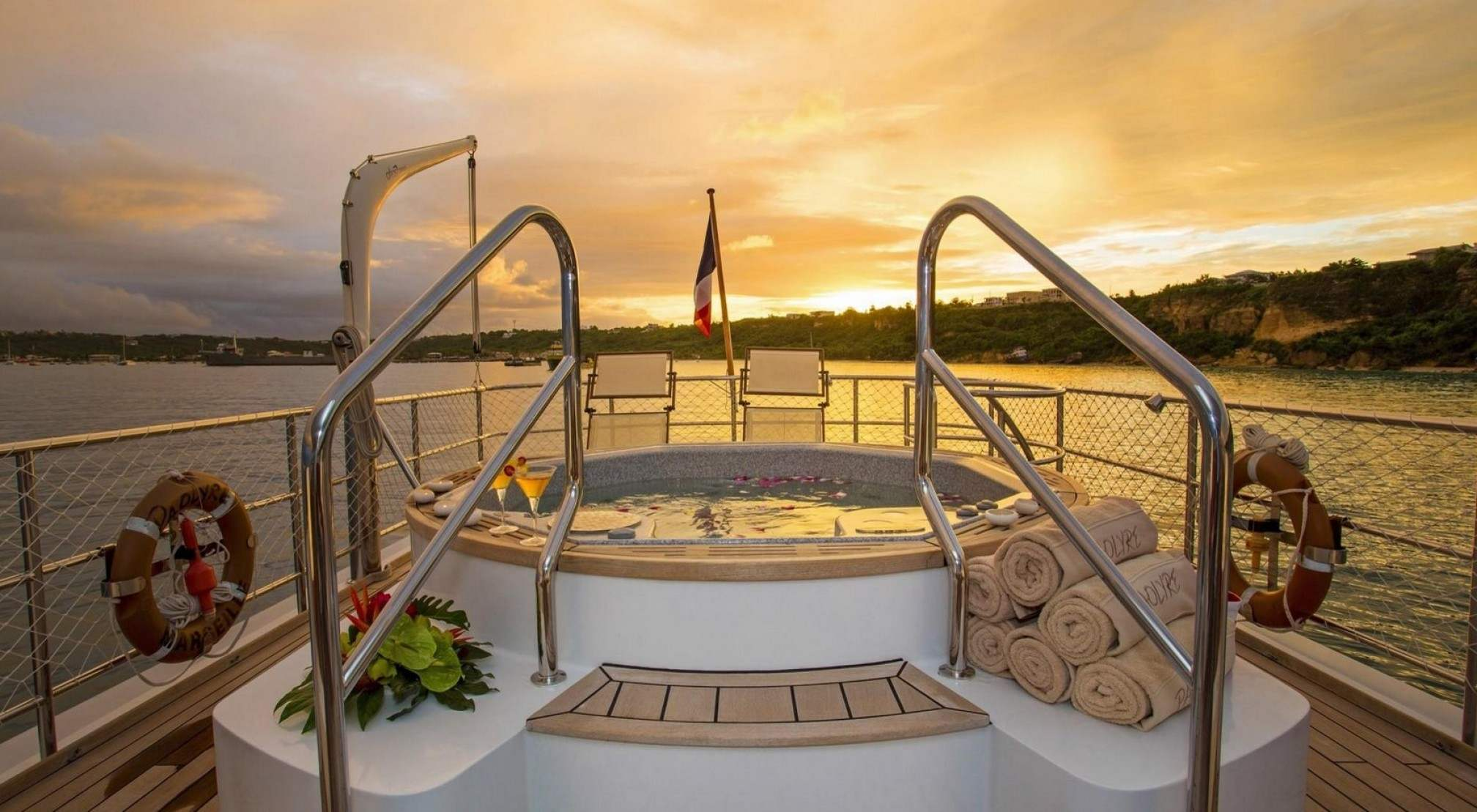 Paolyre Luxury Yacht Jacuzzi