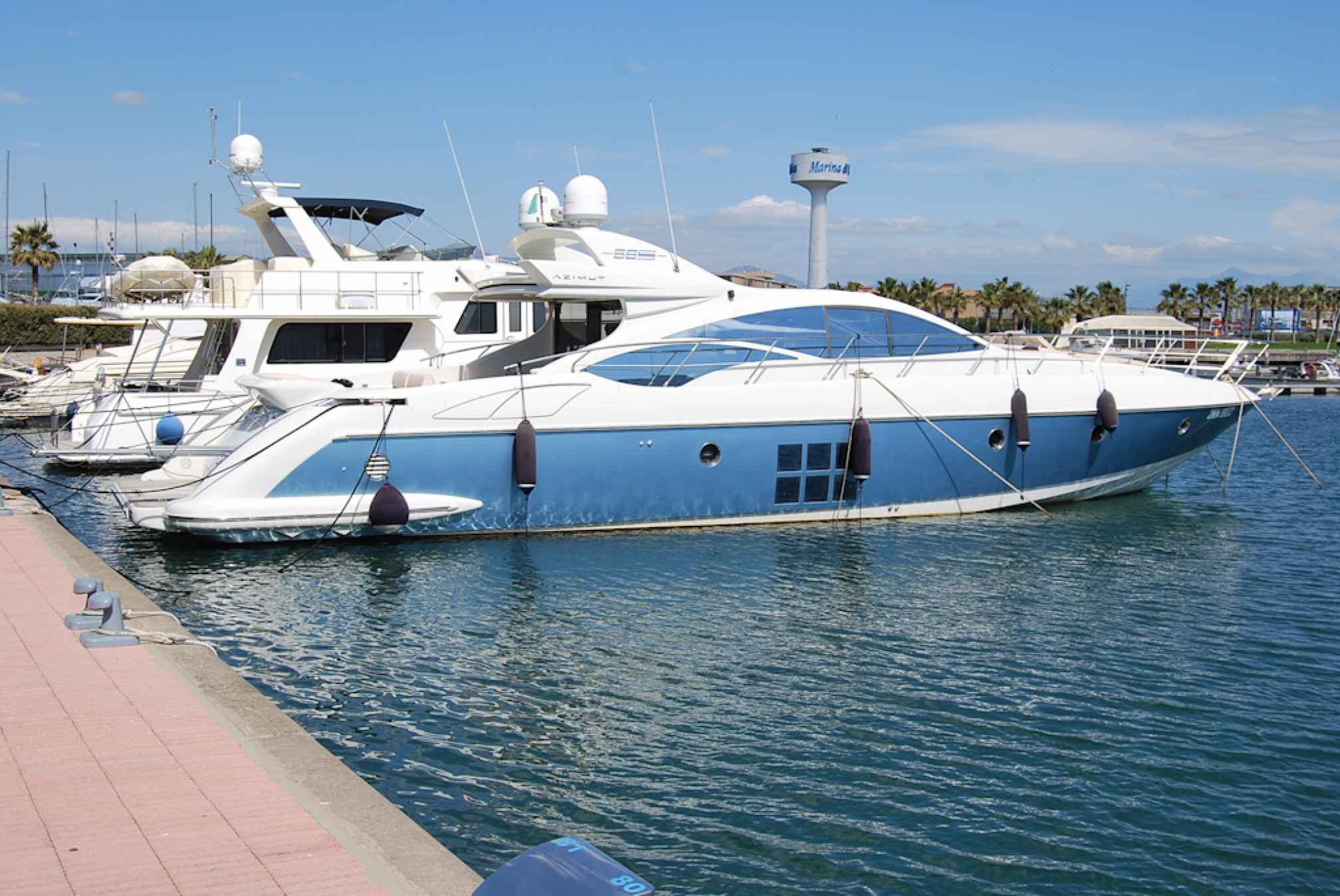 Azimut 68S yacht charter moored