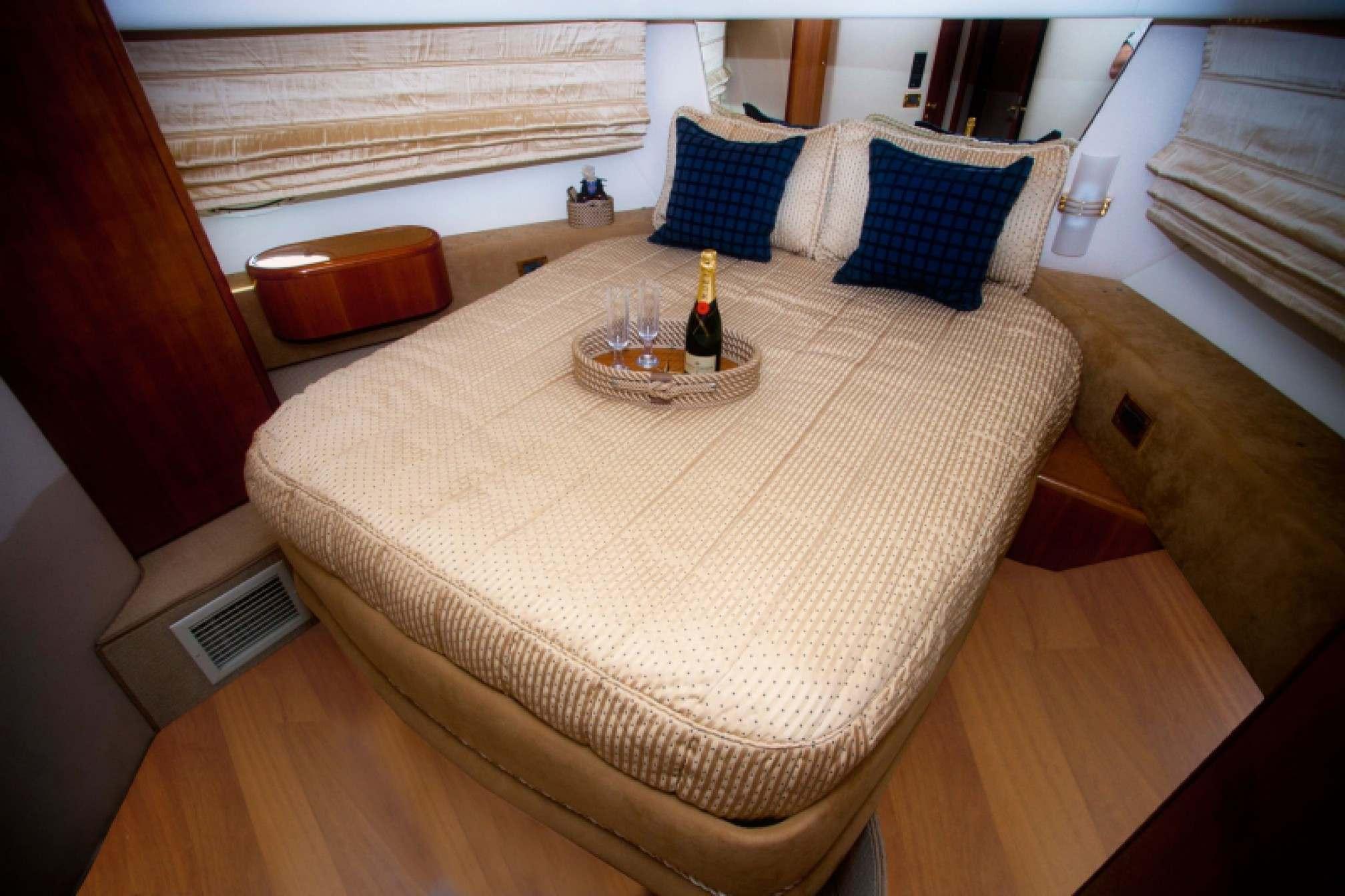 Azimut 58 yacht charter cabin