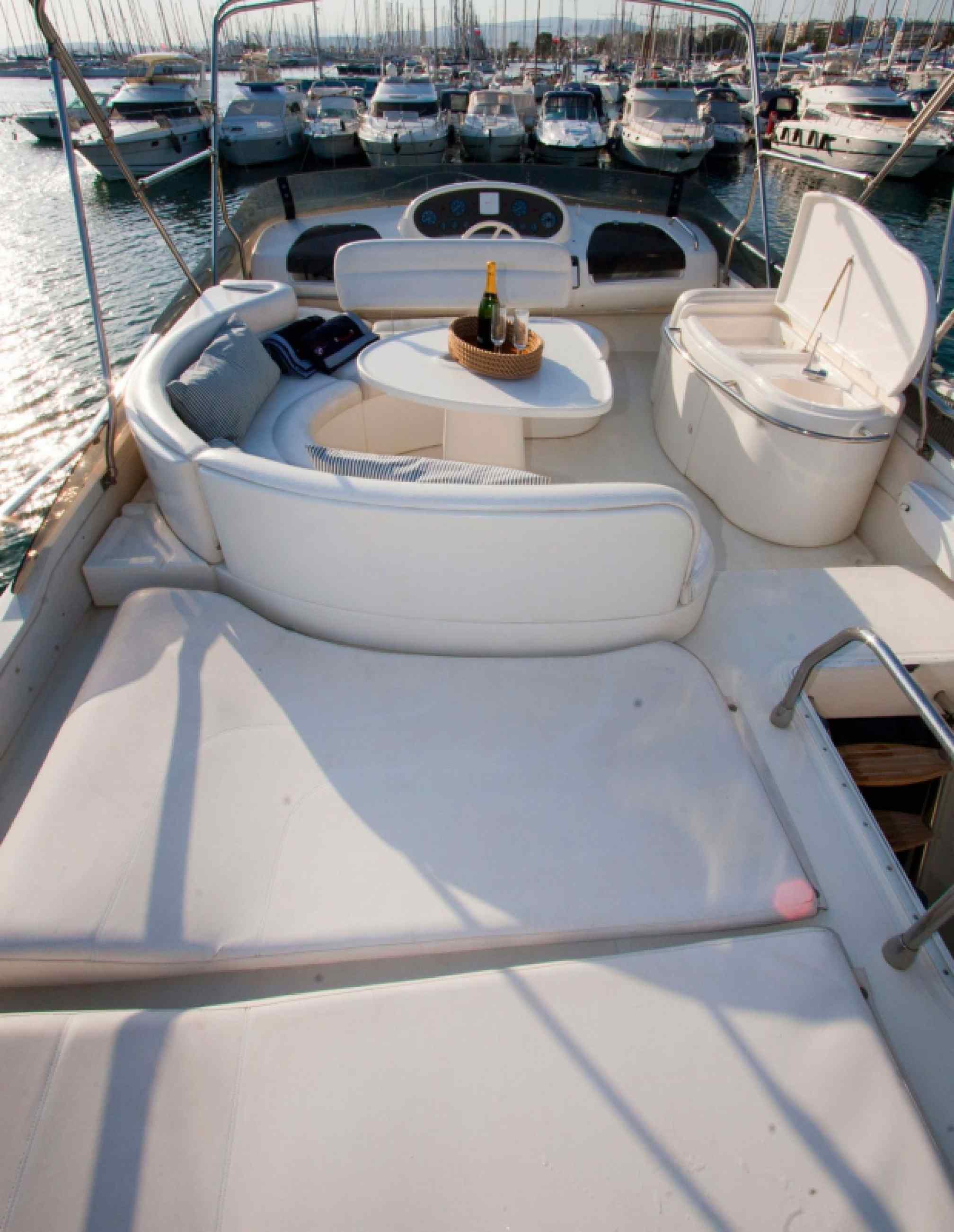 Azimut 58 yacht charter flybridge