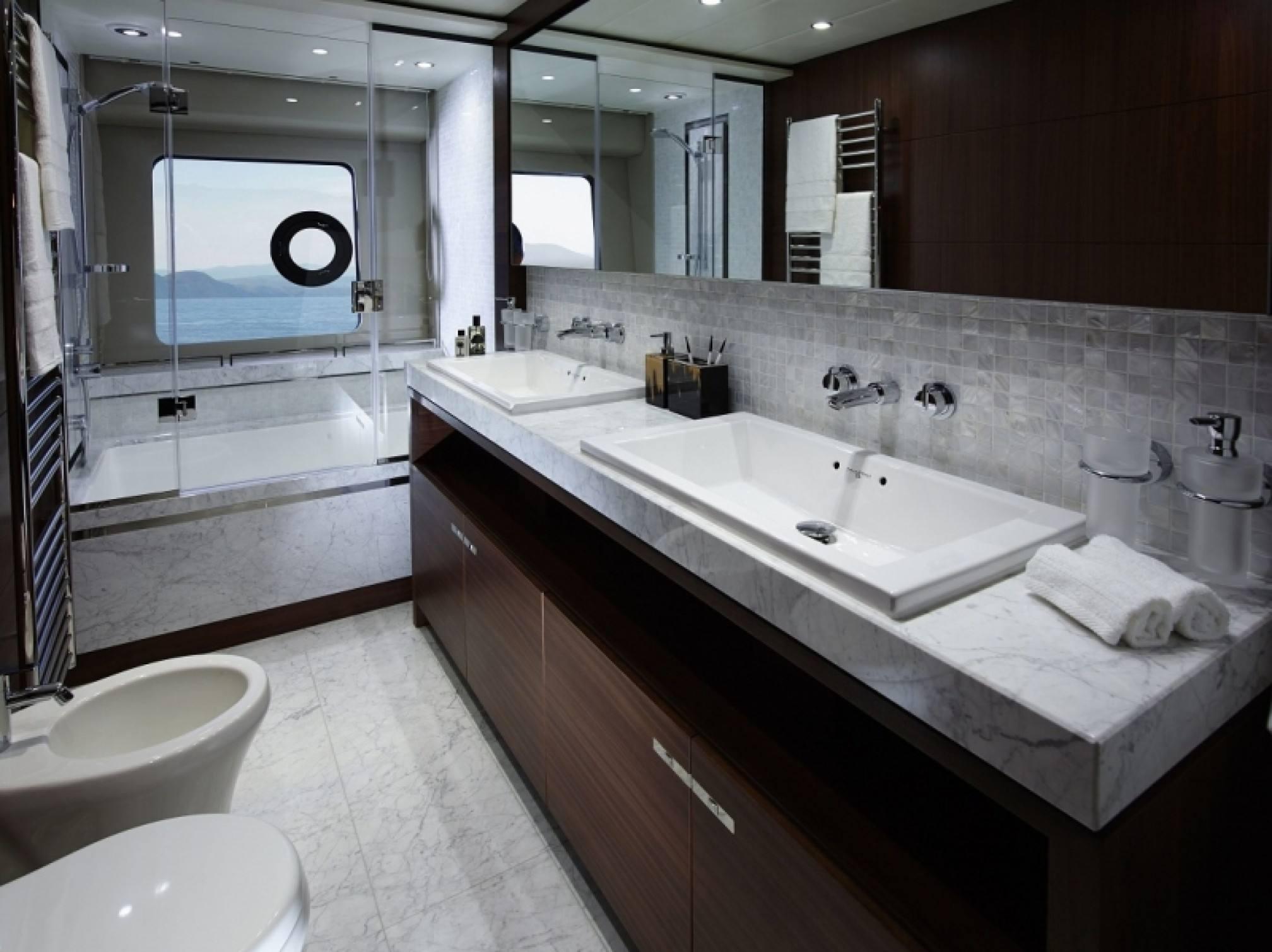 Princess 85 yacht charter Master cabin