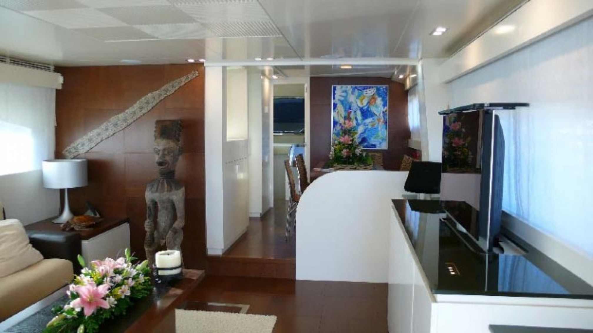 Astondoa 72 yacht charter salon
