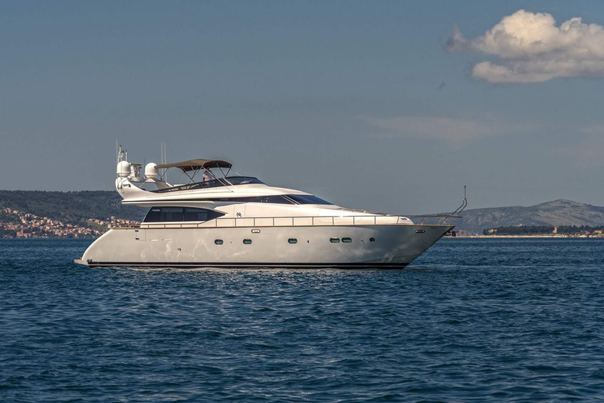 Maiora 20S HOPE I yacht charter mooring