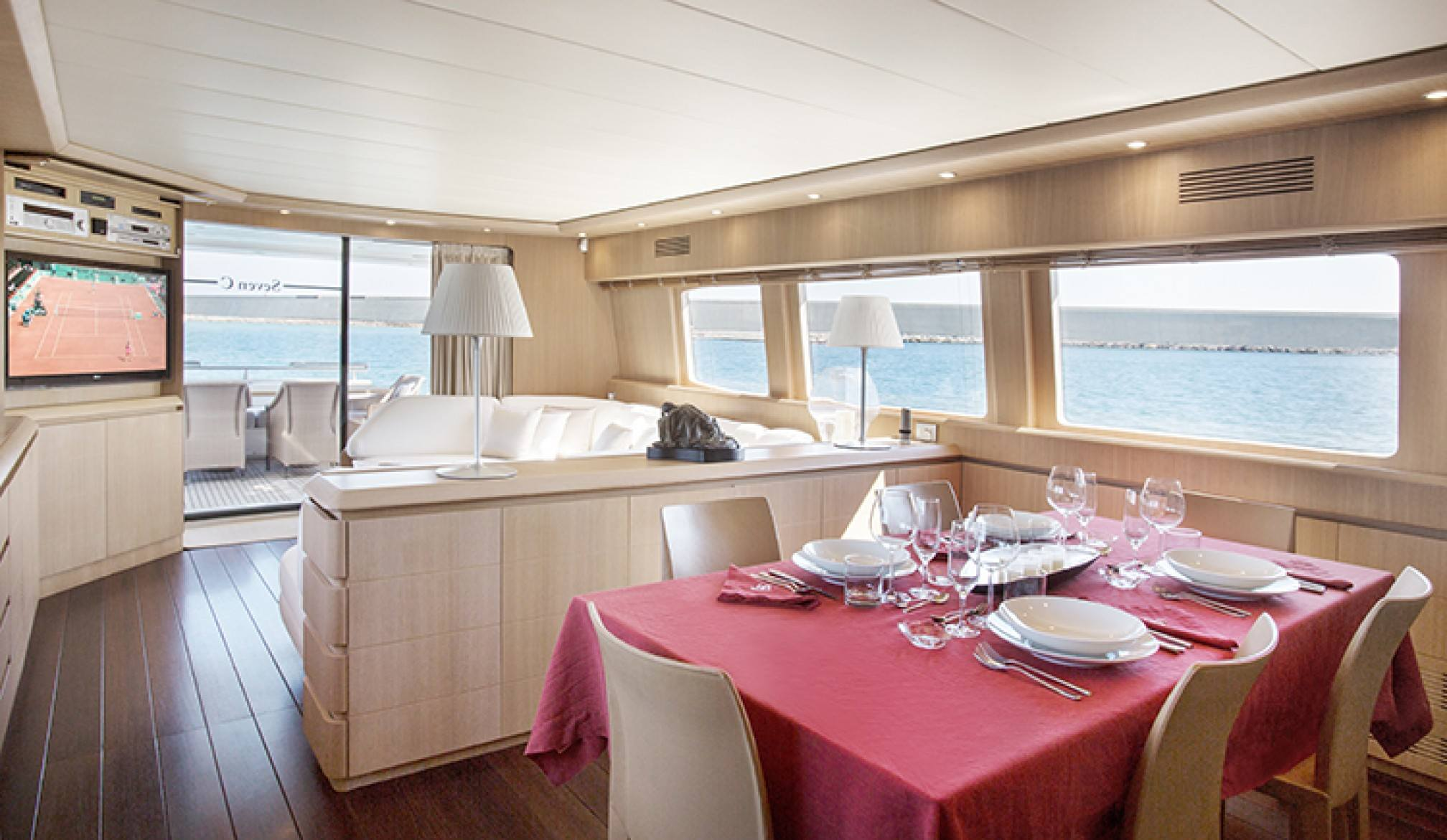 Maiora 28 ' SEVEN C' yacht charter dining