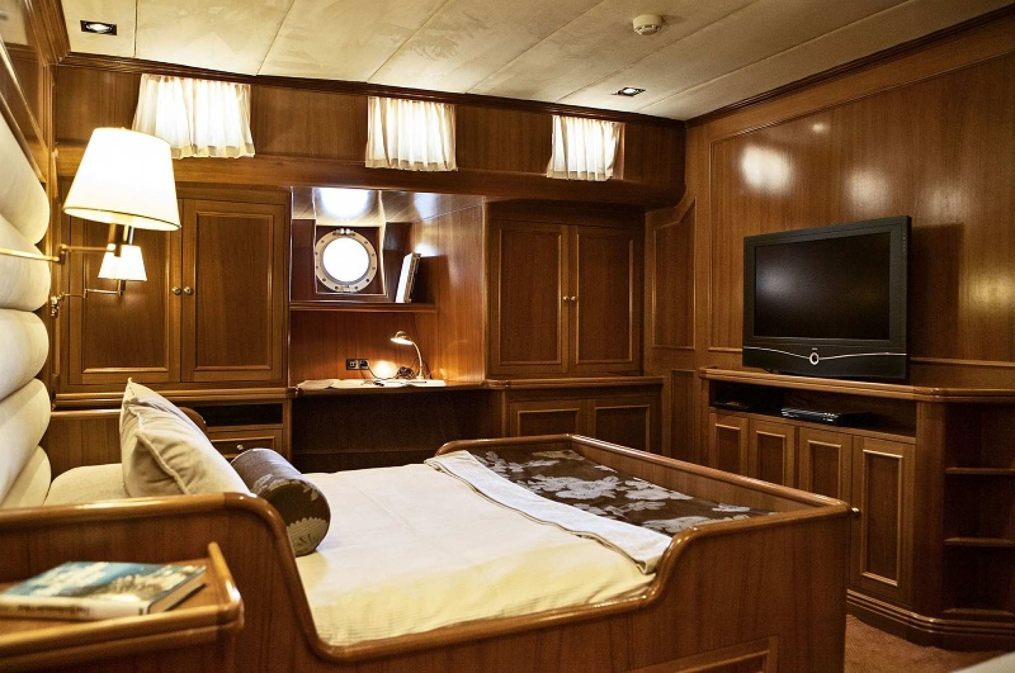 Aiglon gulet charter cabin
