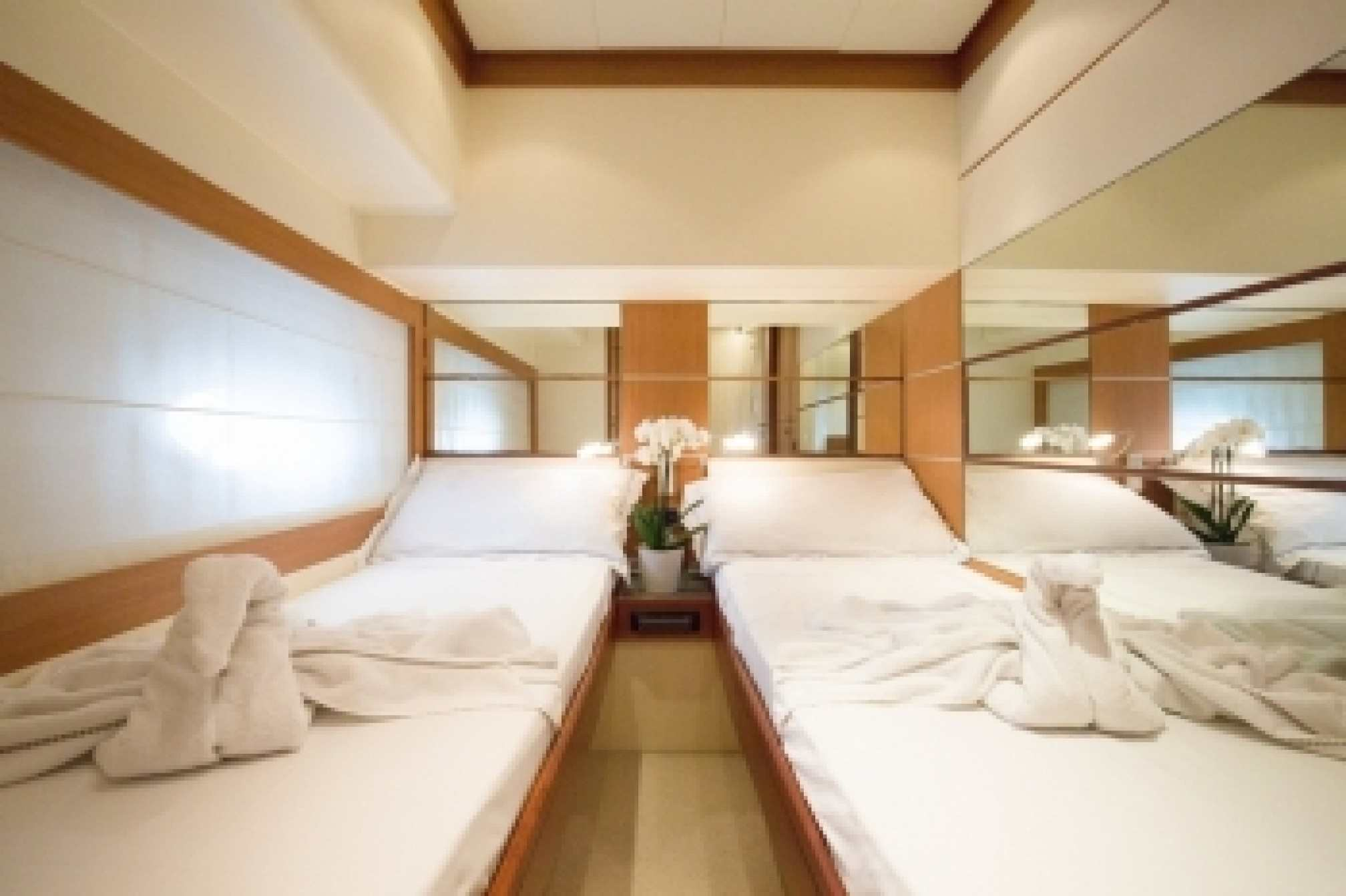 Abacus 61 'EINUS' yacht charter cabin