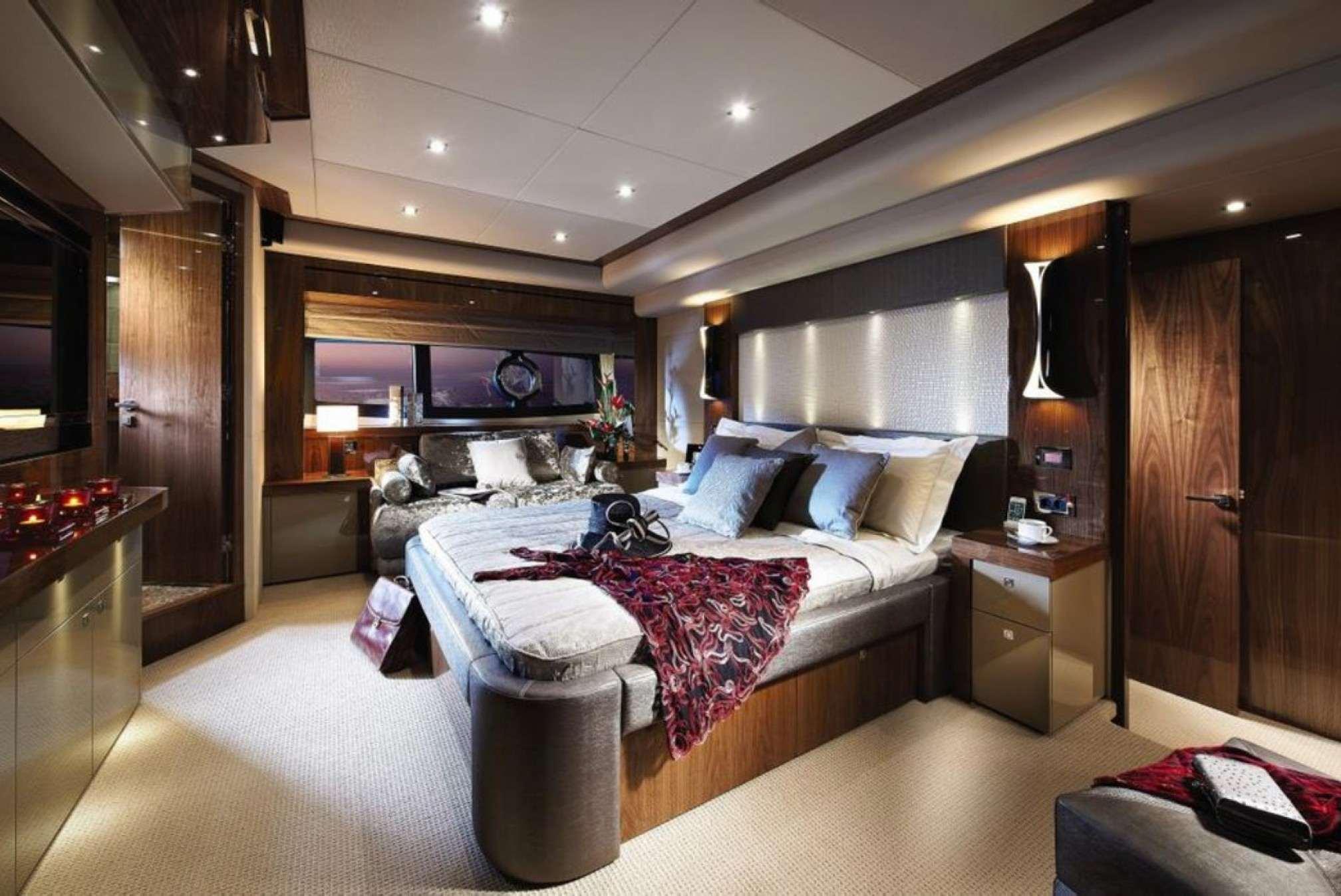 Yacht AQUA LIBRA master cabin