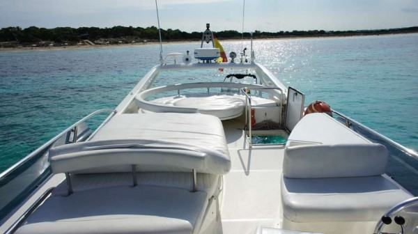IBIZA M/Y Ferreti 53 - Rent a yacht in Spain