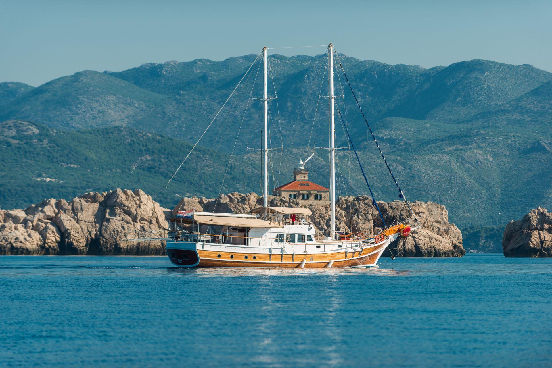 Sirena gulet charter sailing