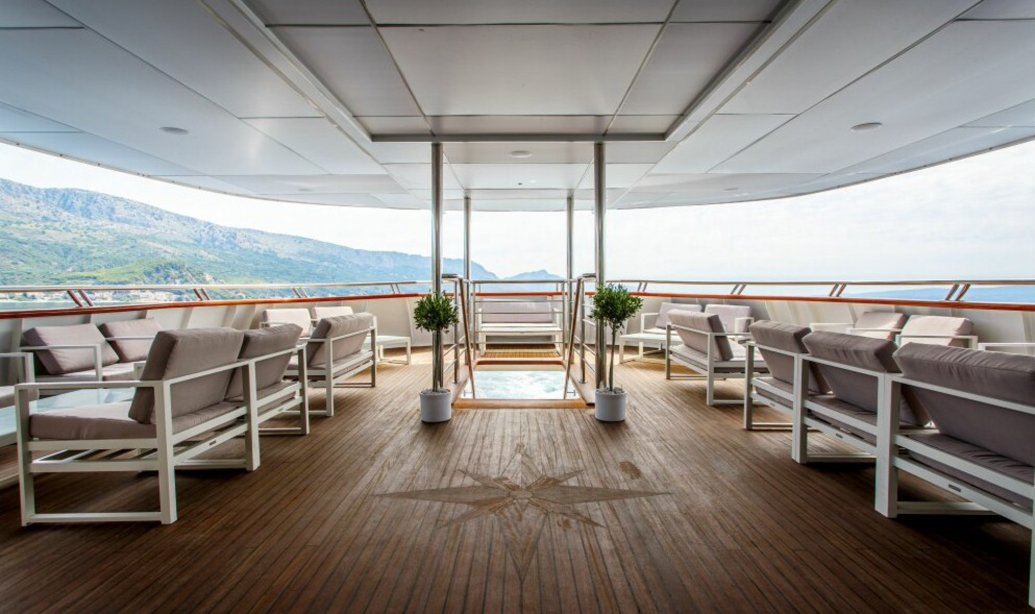 Rental yacht Ban outdoors
