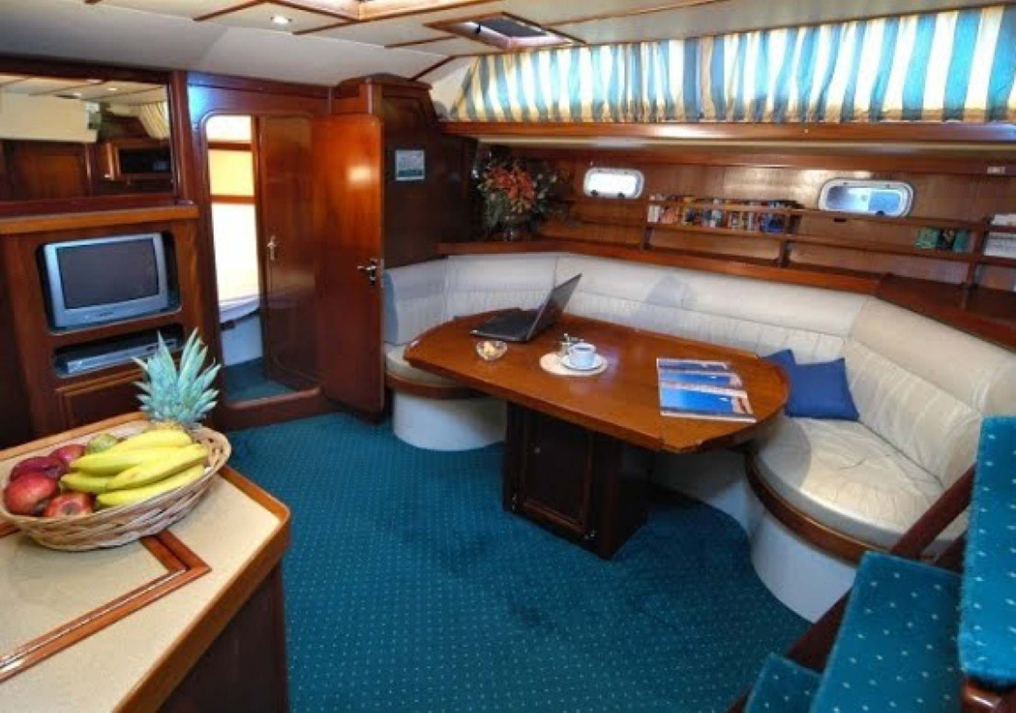 Summer Breeze charter sailboat salon
