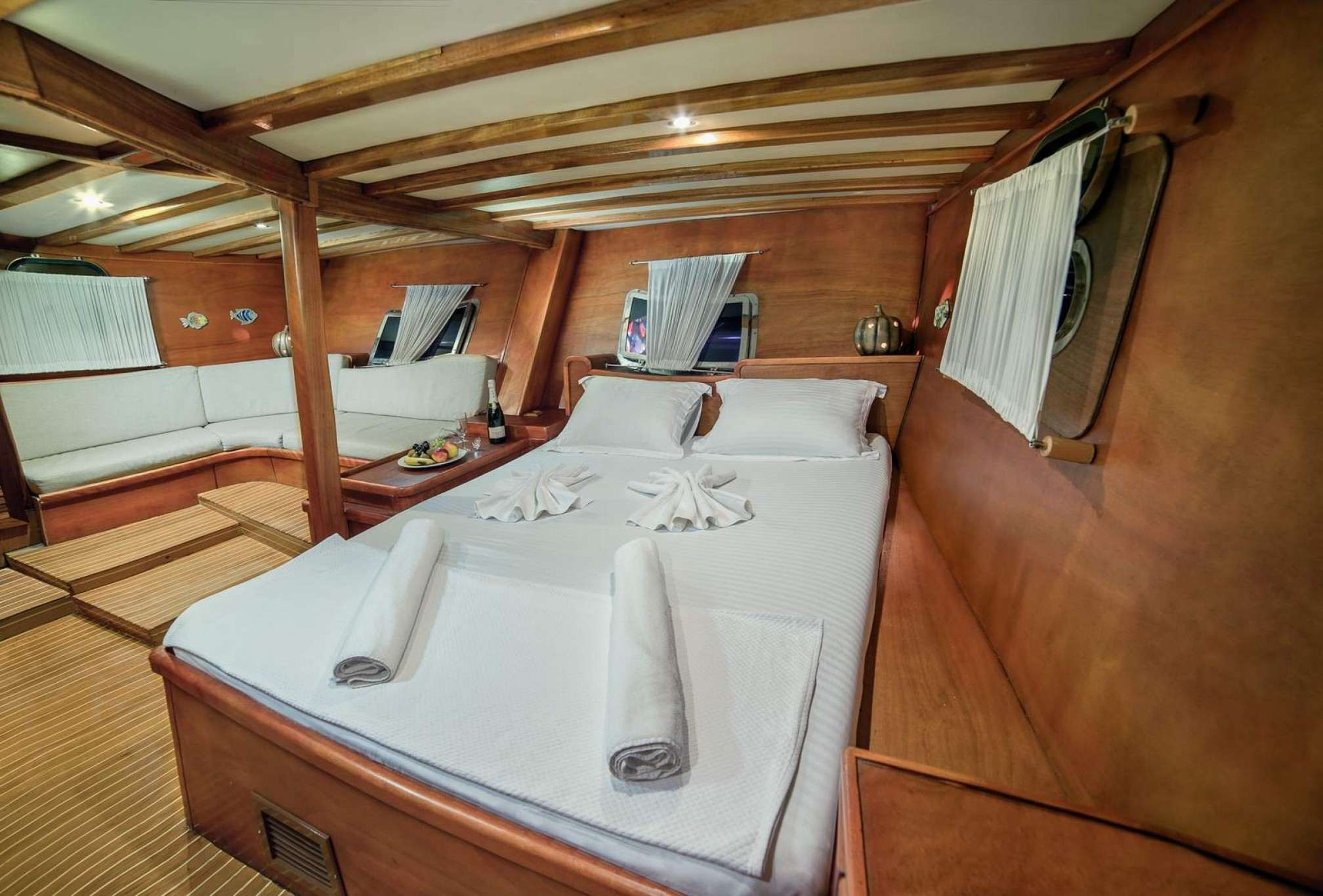 Sude Deniz gulet charter master cabin