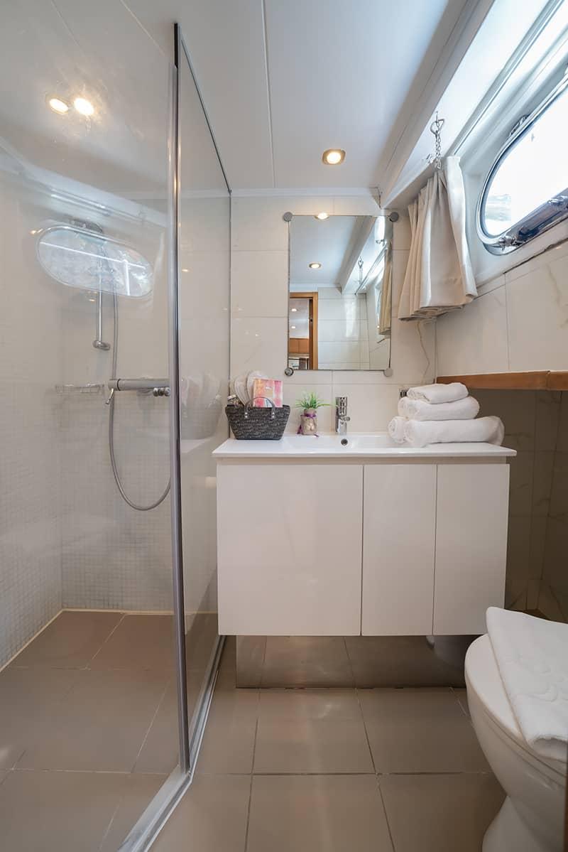 Adriatic Holiday gulet charter bath