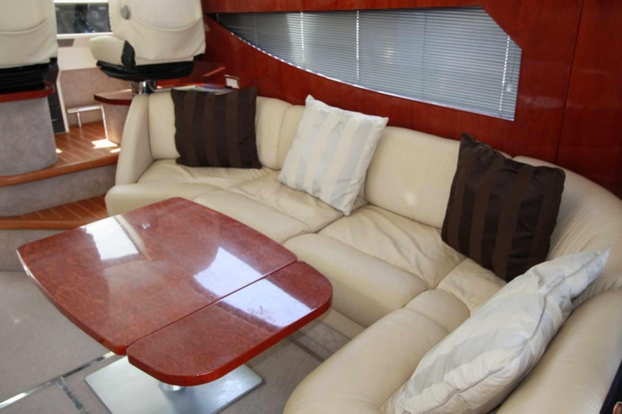 Fairline Phantom 46 yacht charter salon