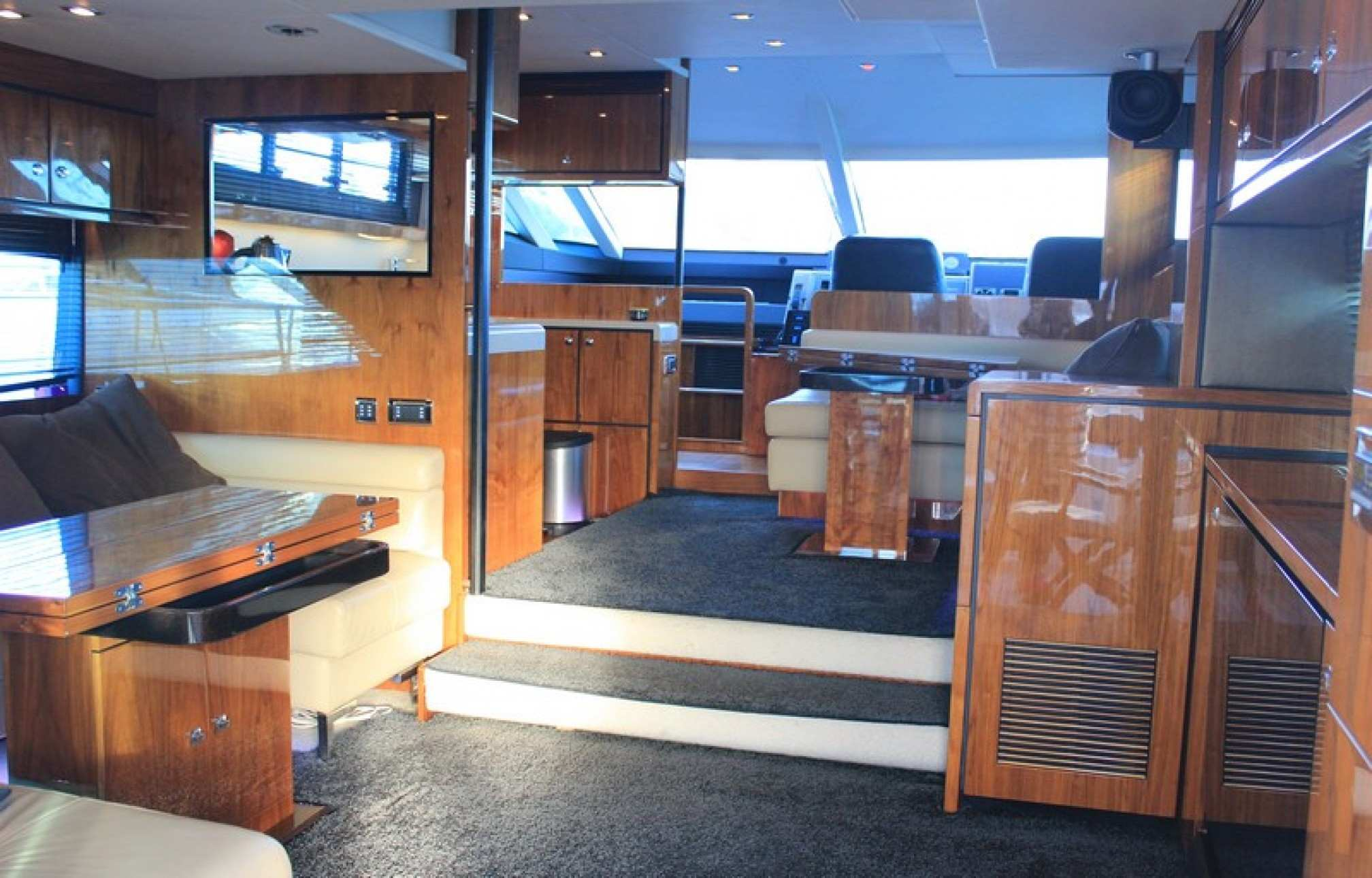 Fairline Squadron 55 yacht charter salon