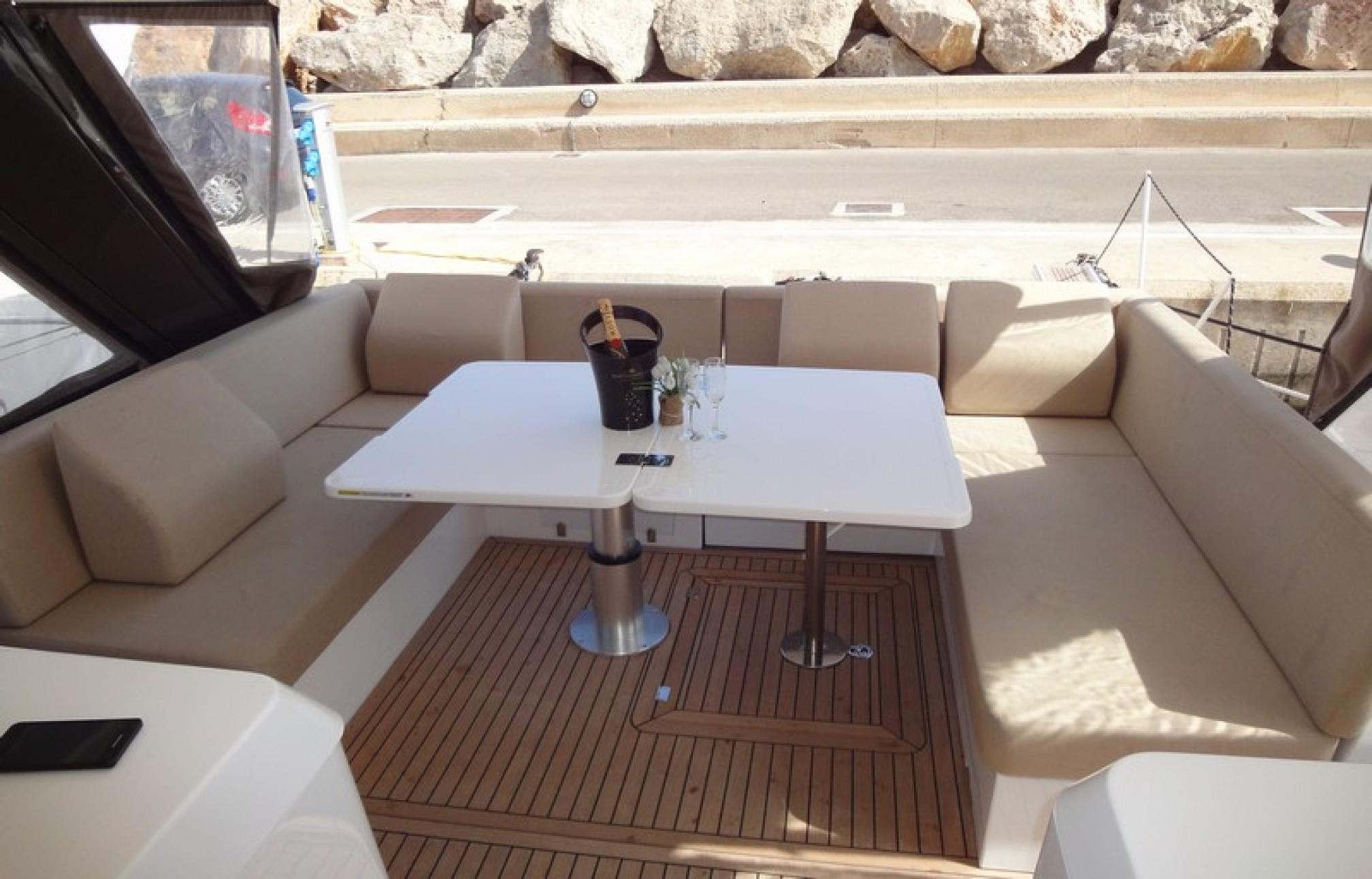 Sealine SC42 yacht charter outdors