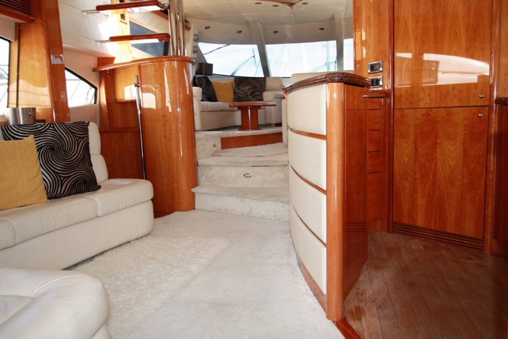 Sunseeker Manhattan 74 yacht charter salon