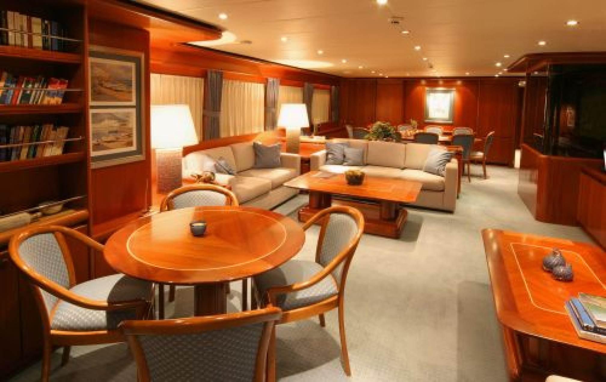 Hessen 115 yacht charter salon