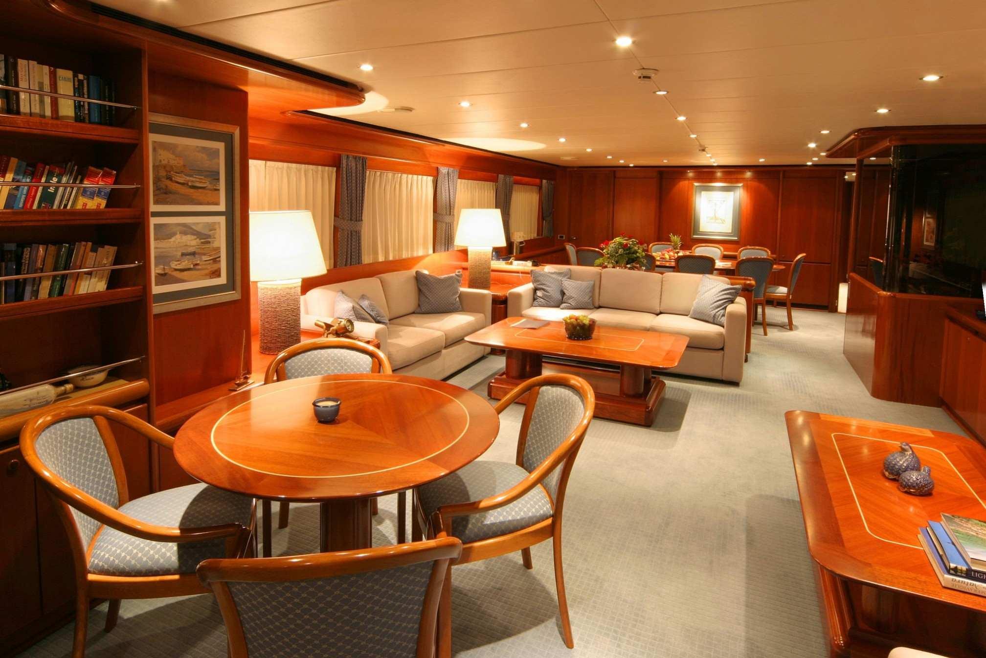 ALCOR yacht charter salon
