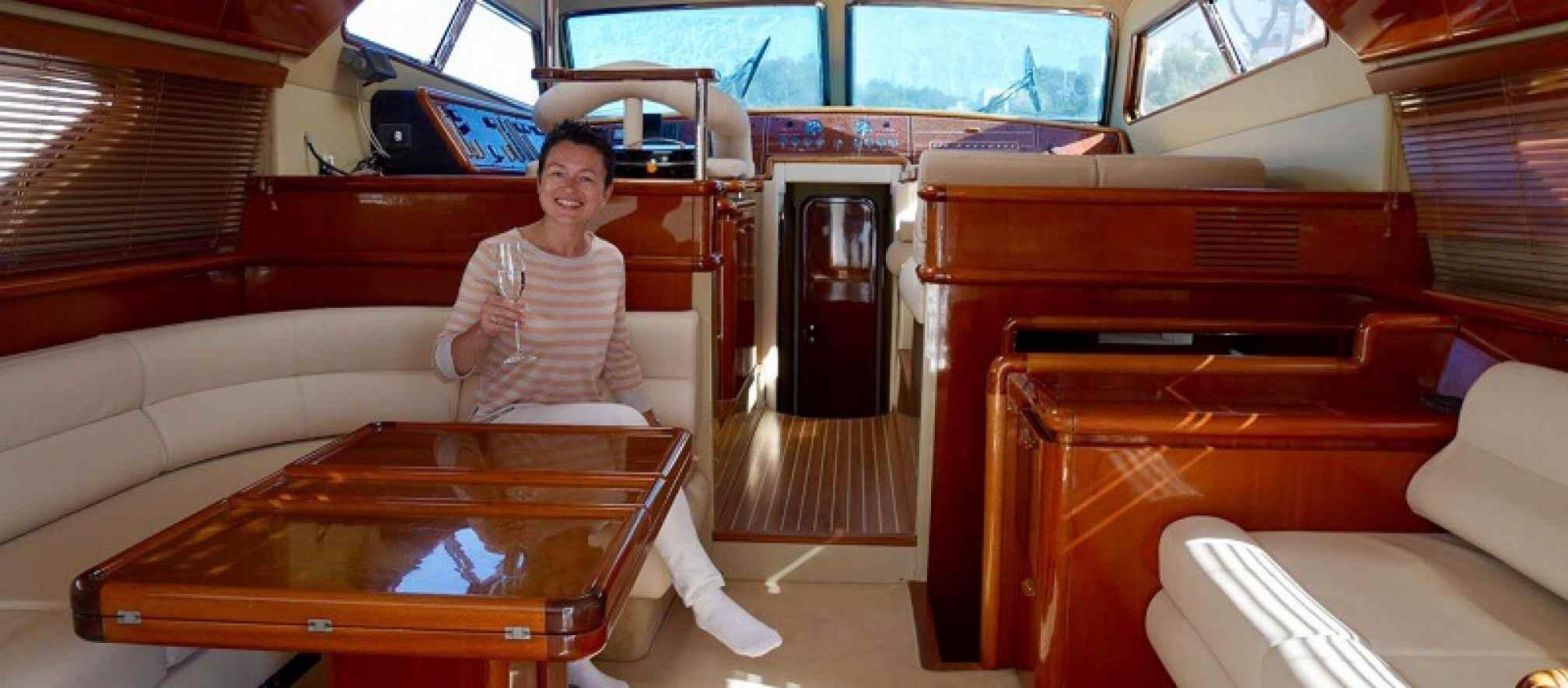 Ferretti 175 Fly yacht charter salon