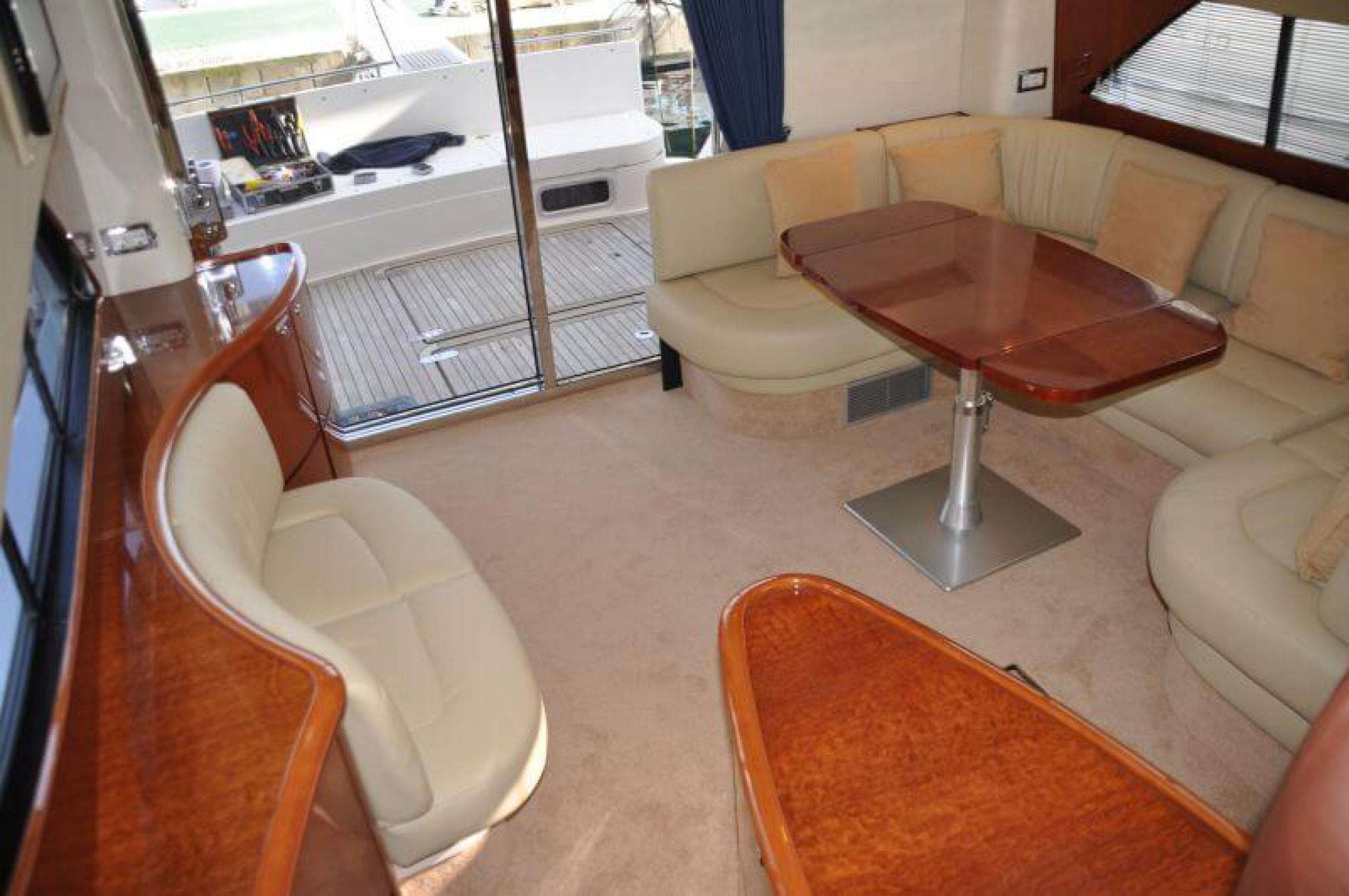 Fairline Phantom 50 yacht charter salon