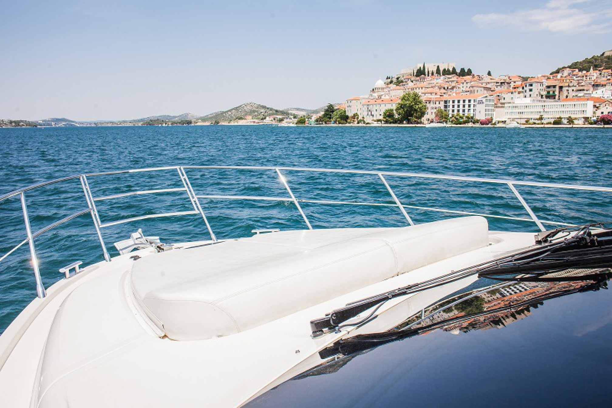 Azimut 43 Fly yacht charter bow