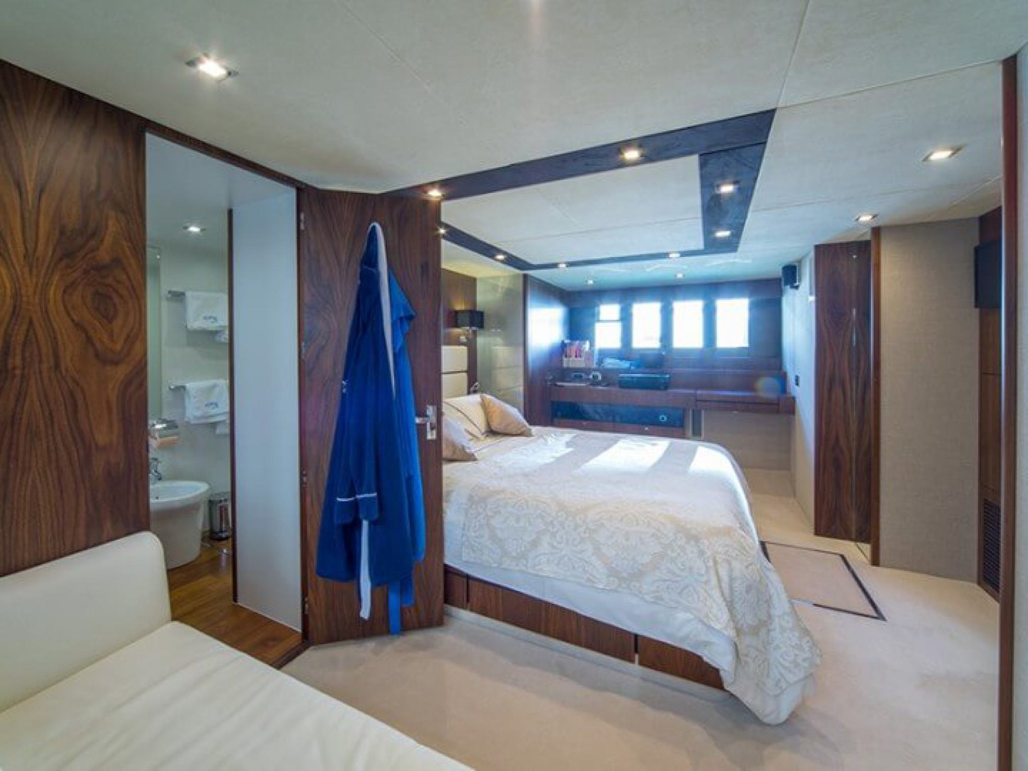 Squadron 78 Ingrid yacht charter cabin