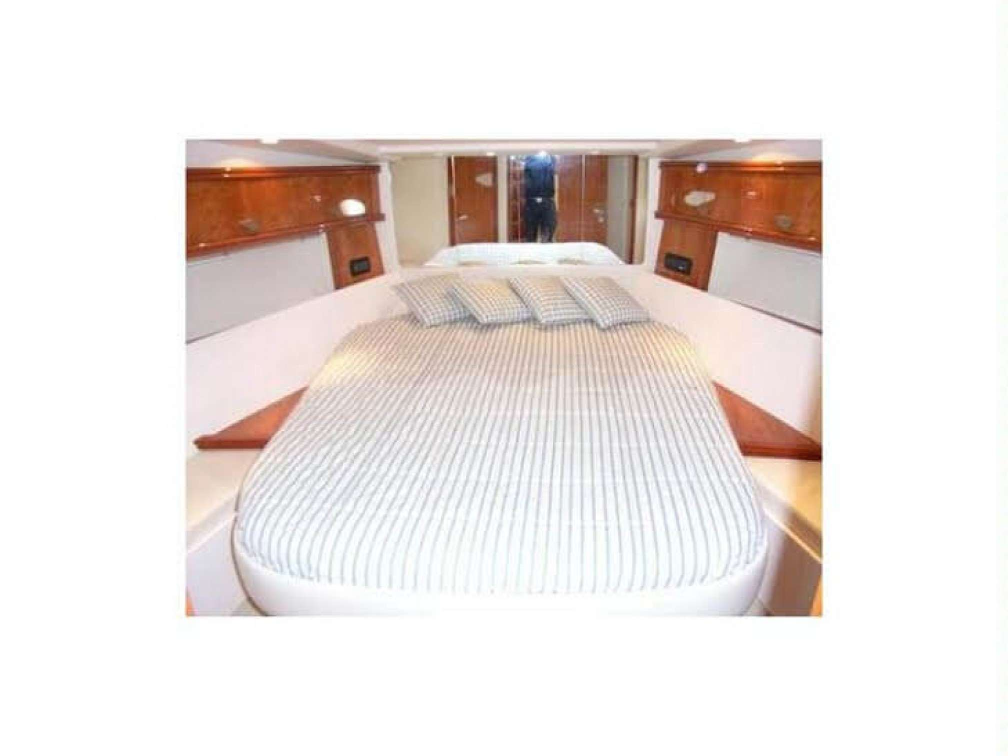 Pershing 45 motorboat charter cabin